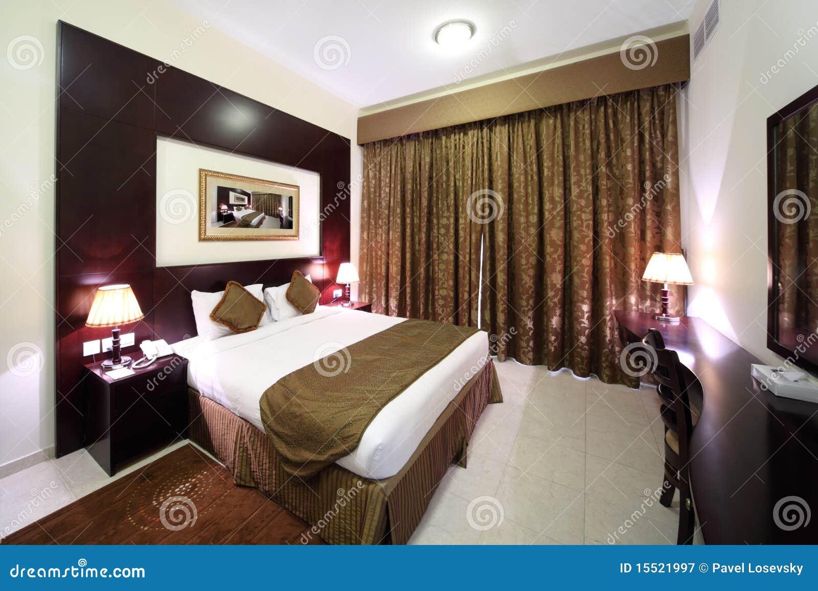 Camera da letto con la tenda chiusa ed il grande lato della base immagine stock immagine di - Tenda camera da letto ...
