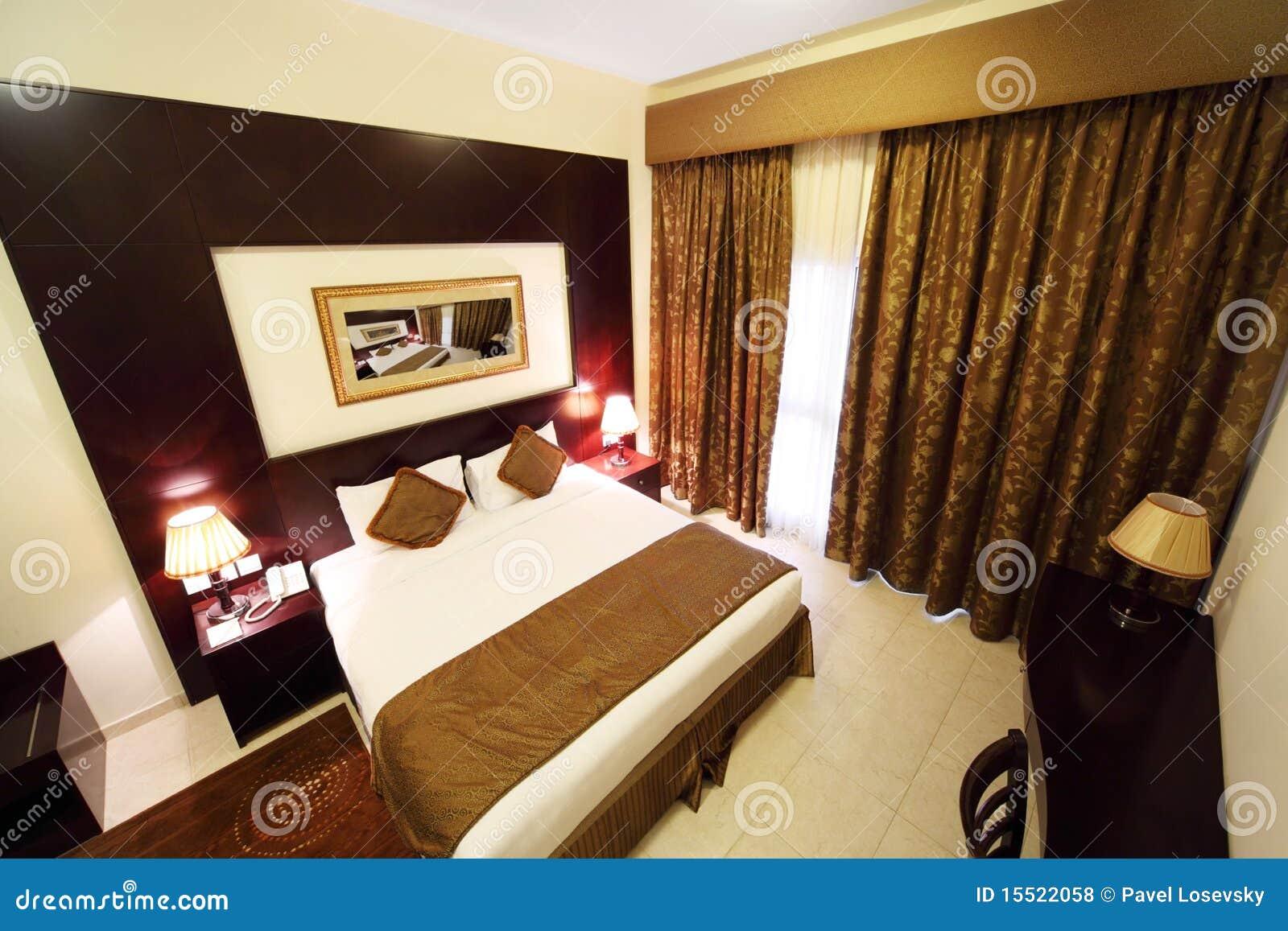 Camera da letto con la tenda e la doppia base