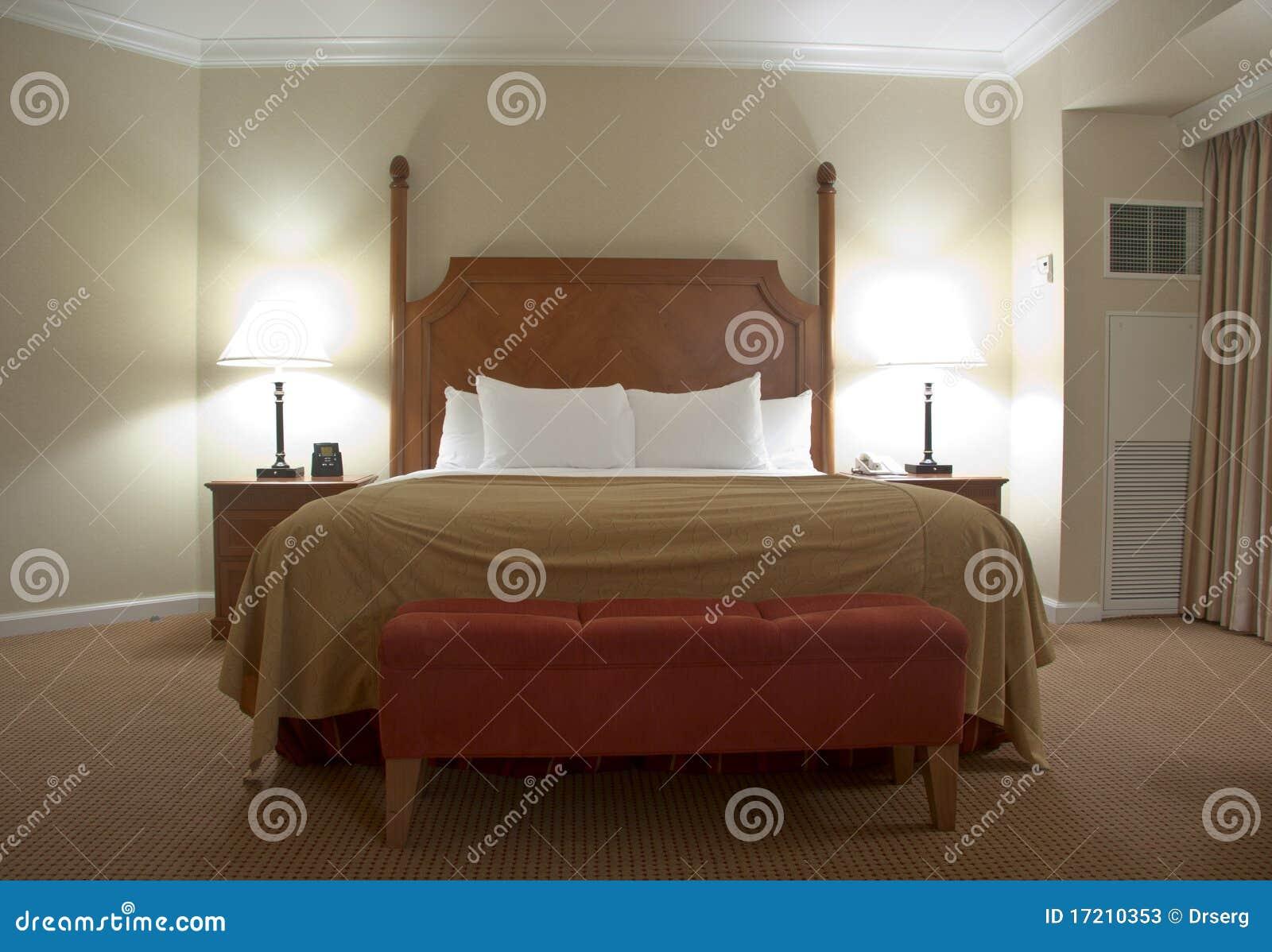 Camera da letto con le lampade dei tavolini da notte immagine stock immagine 17210353 - Lampade camera da letto ...