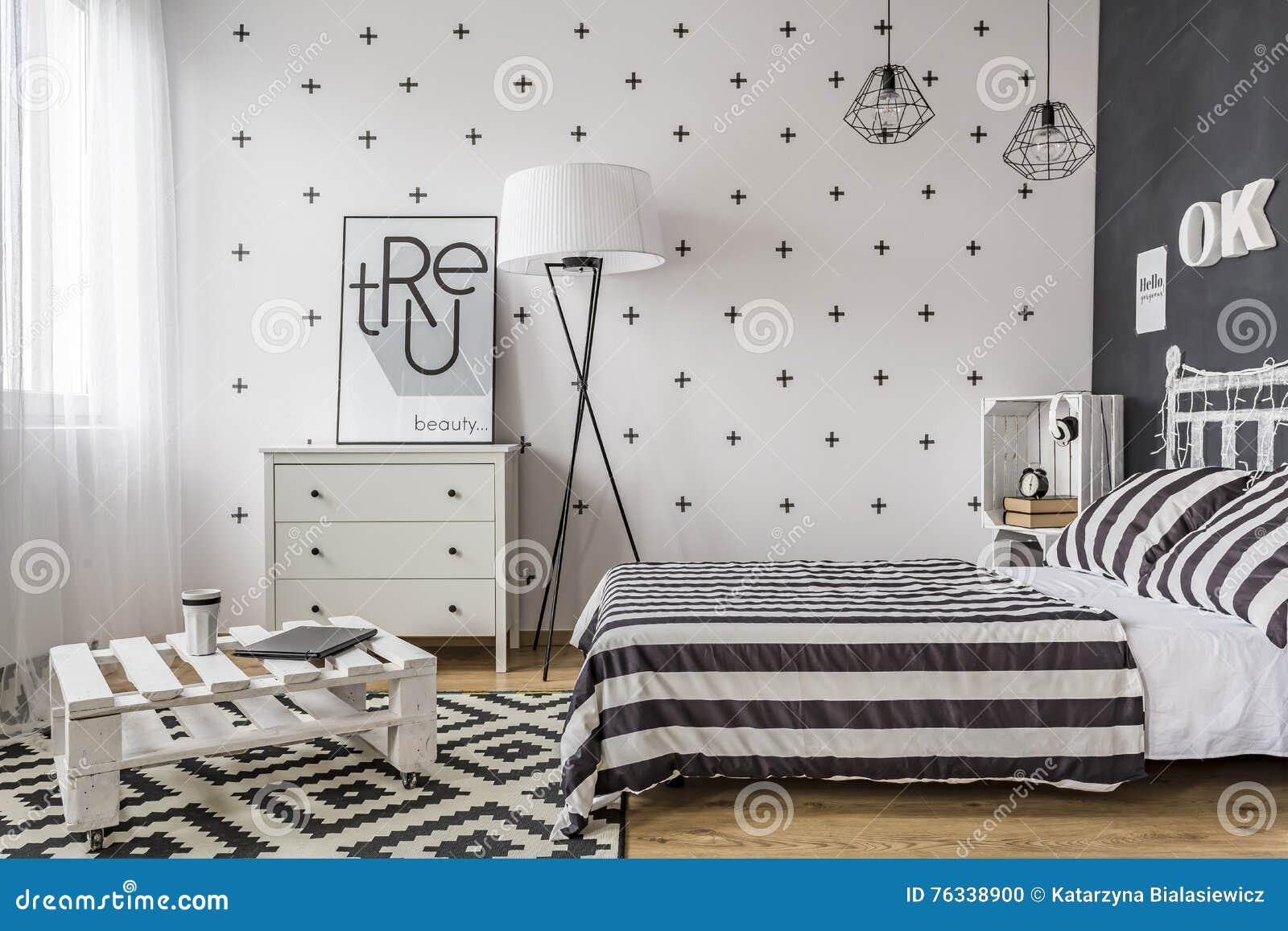 Camera Da Letto Con Le Soluzioni Creative Fotografia Stock ...