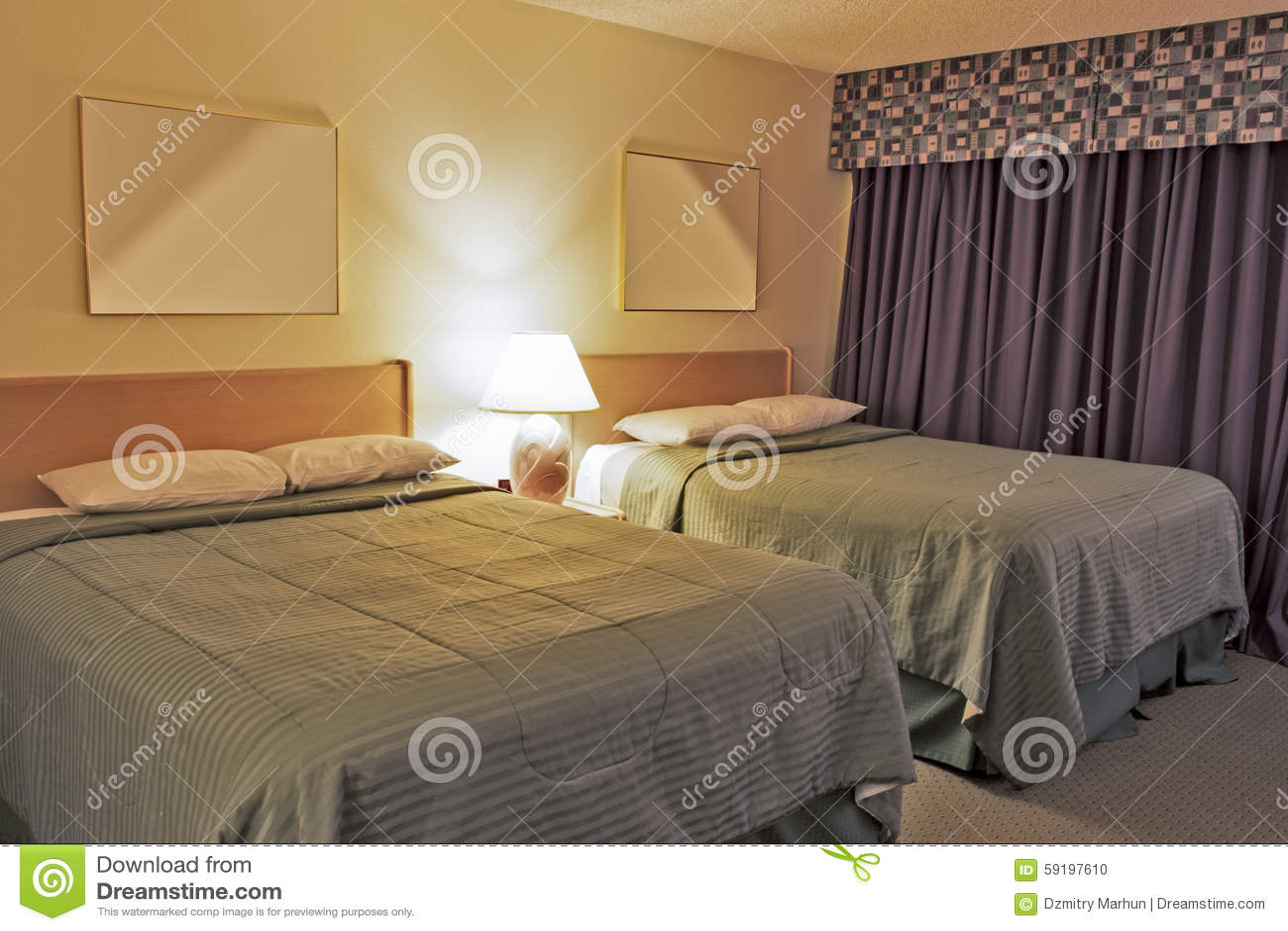 Camera Da Letto Contemporanea Moderna Con Due Re Size Beds ...