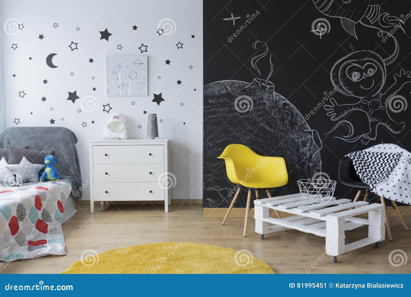 Pareti Lavagna Per Bambini : Camera da letto creativa del ` s del bambino immagine stock