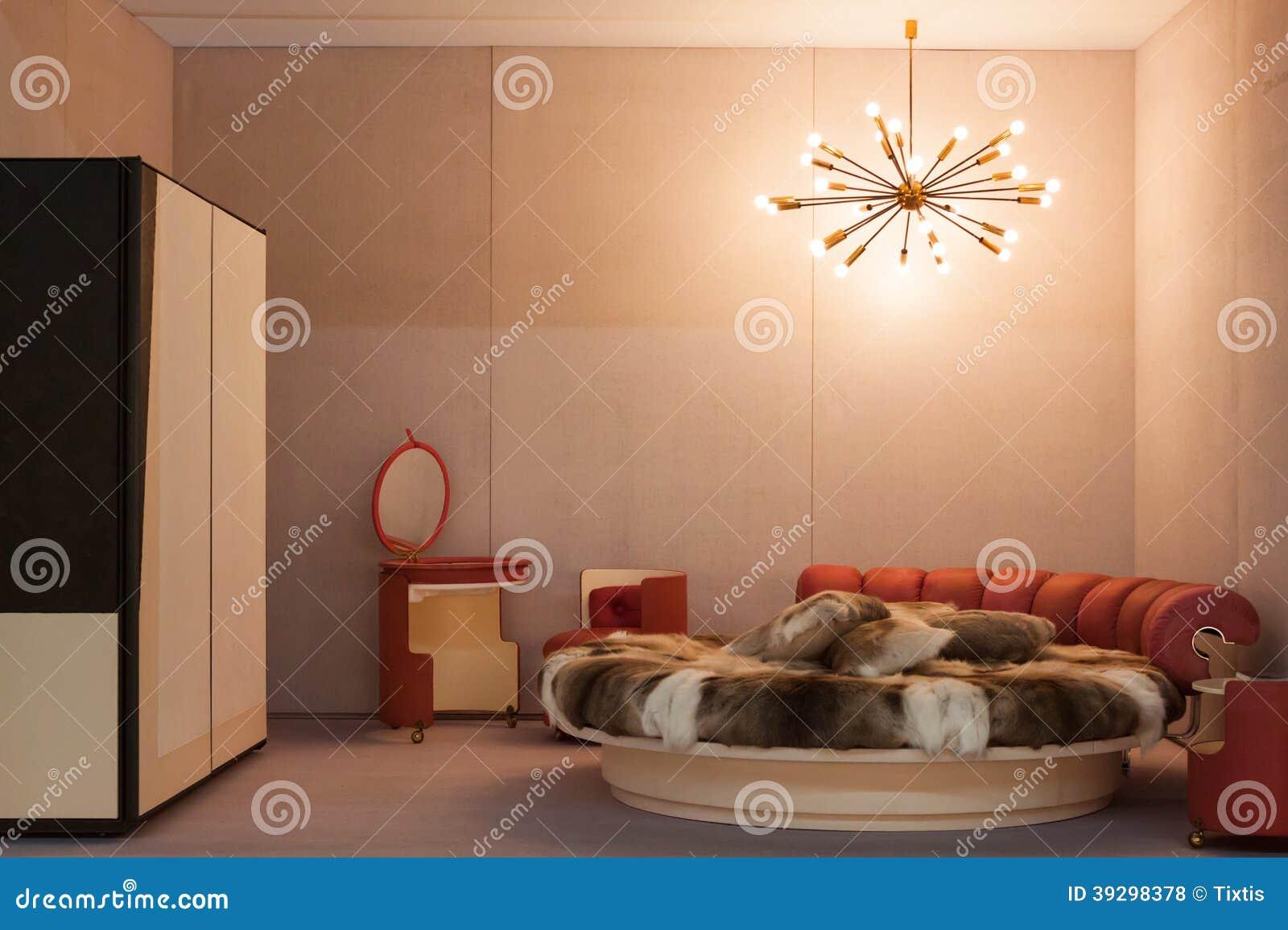 Camera da letto d 39 annata a miart 2014 a milano italia fotografia stock editoriale immagine - Camera da letto milano ...