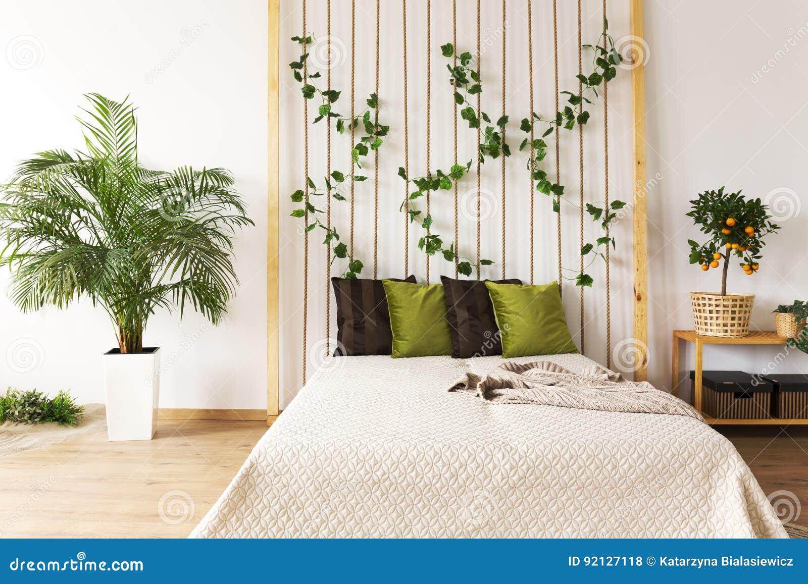 Pianta Camera Da Letto Matrimoniale : Camera da letto d avanguardia con la parete della corda fotografia