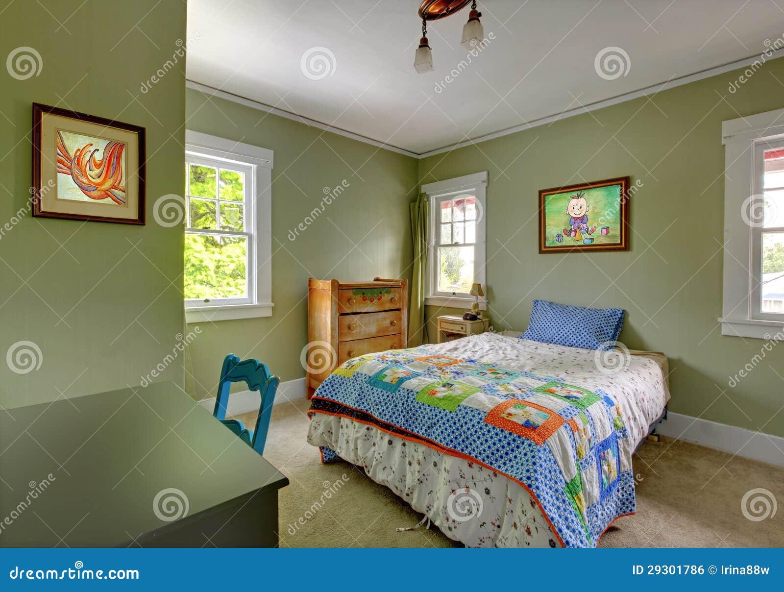 Camera da letto dei bambini con lo scrittorio e le pareti verdi fotografia stock immagine di - Camera letto bambini ...