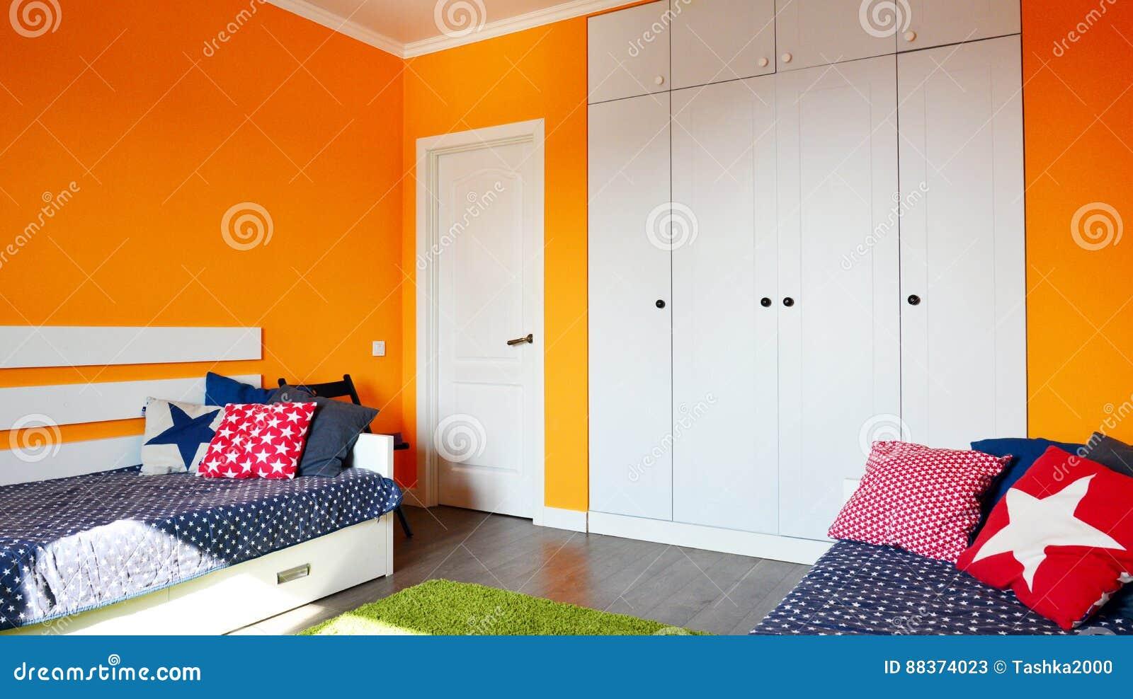 Camera Da Letto Dei Bambini Nei Colori Arancio E Blu Immagine Stock ...