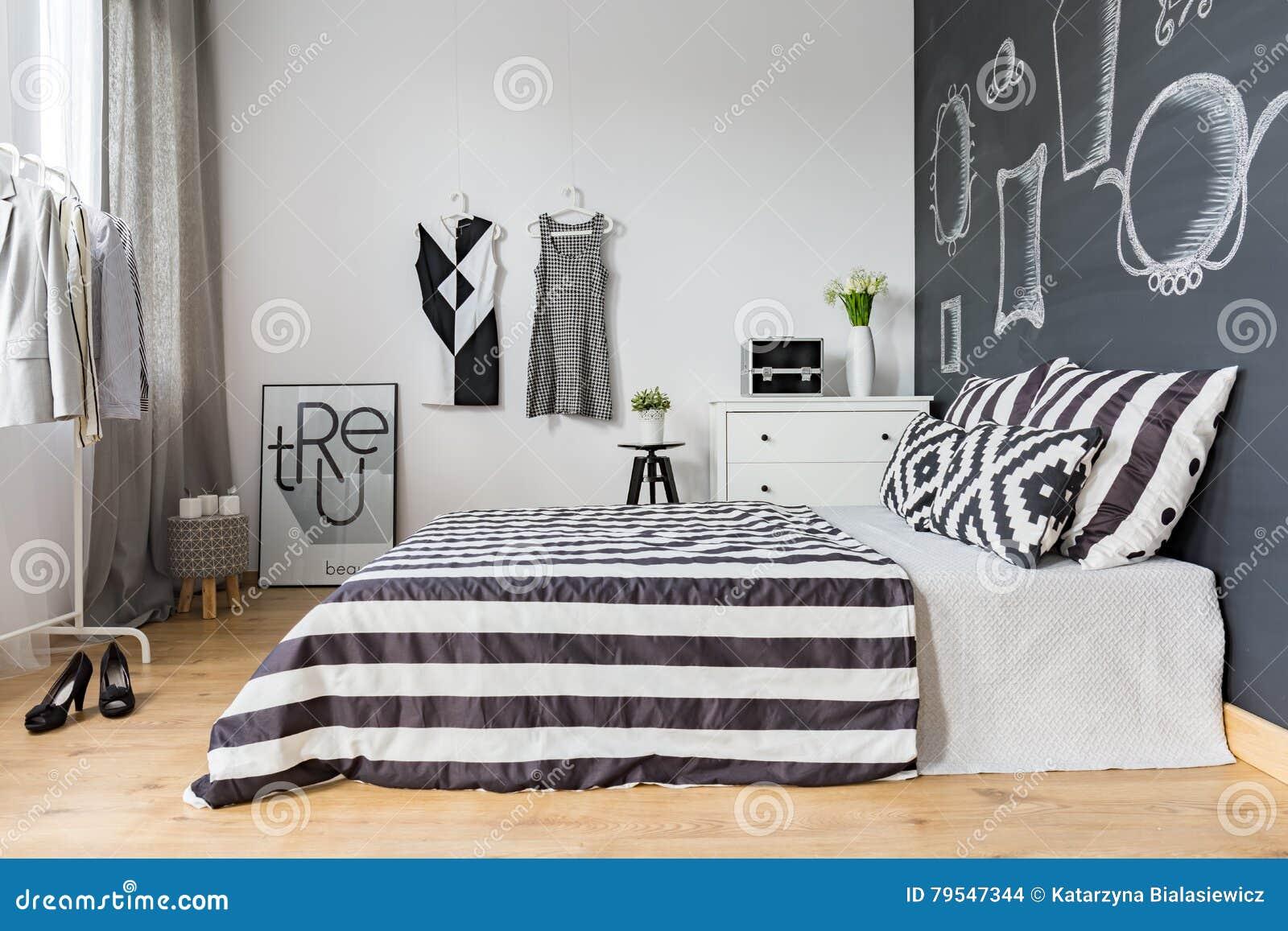 camera da letto della donna con letto matrimoniale fotografia ... - Camera Da Letto Donna