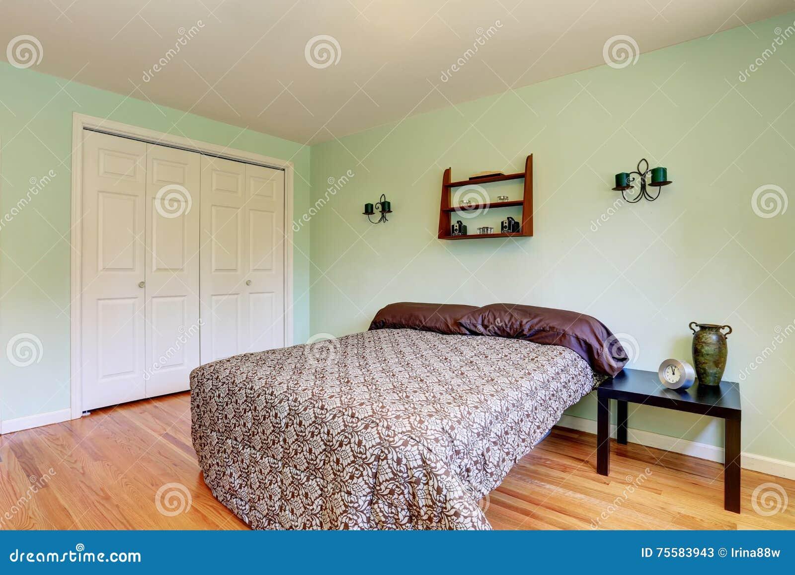 Candele Camera Da Letto : Camera da letto della menta con il pavimento e le candele di legno