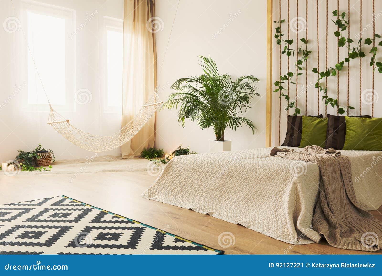 Pianta Camera Da Letto Matrimoniale : Camera da letto della sabbia con letto matrimoniale immagine stock