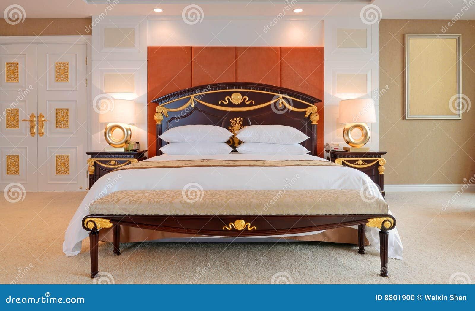 Letti Di Lusso In Pelle : Camera da letto della serie di lusso in hotel fotografia stock