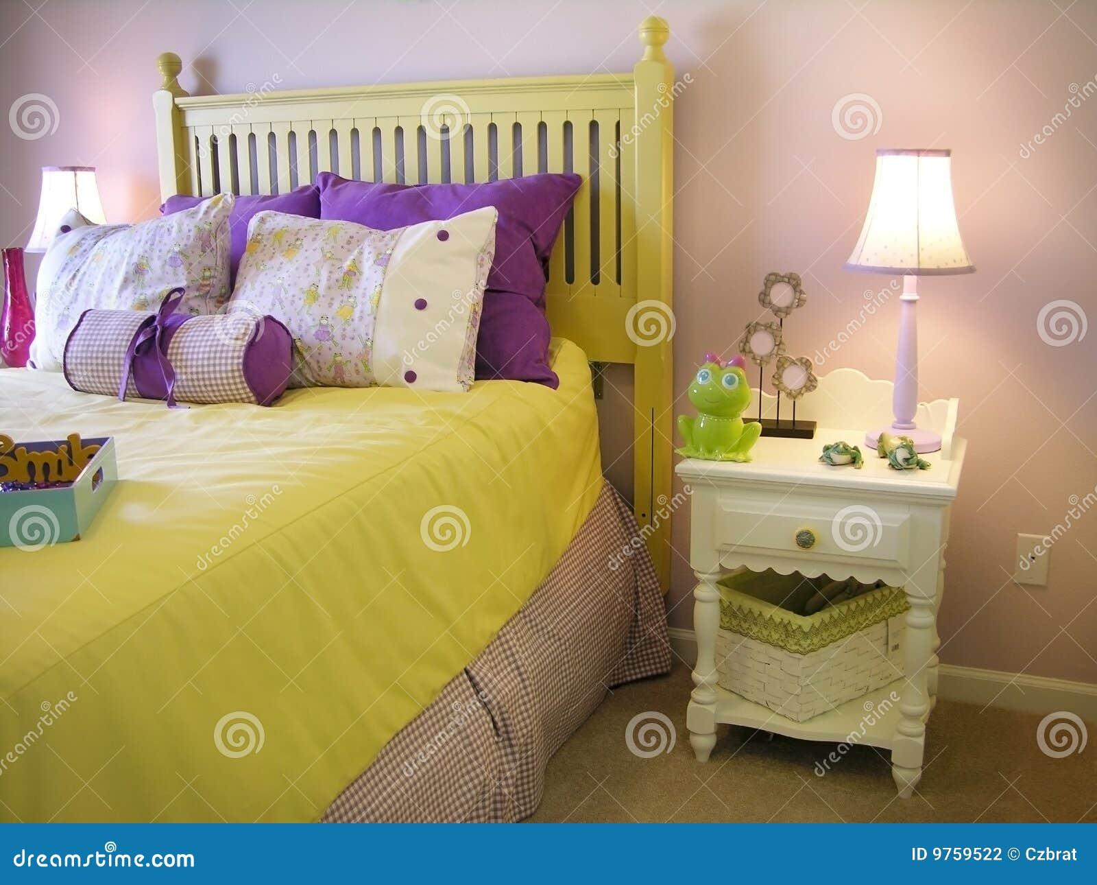 Camera da letto delle ragazze fotografia stock immagine 9759522 - Camera da letto gialla ...
