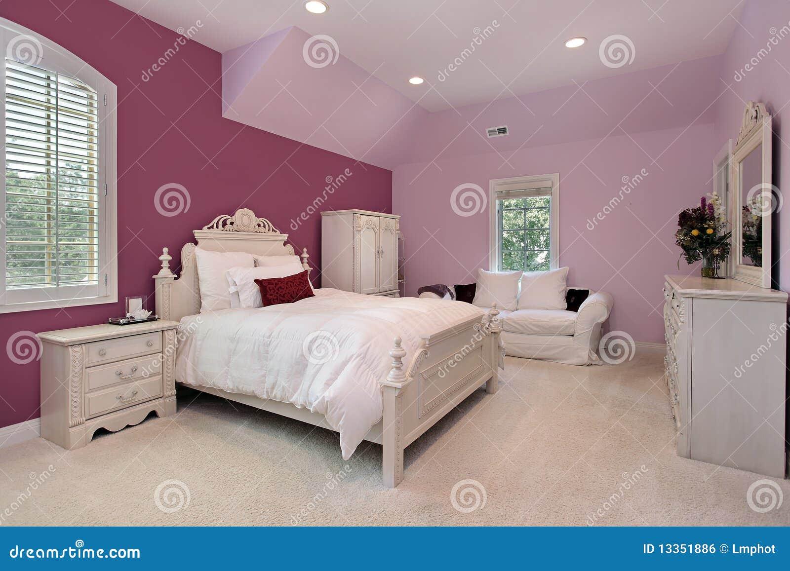 camera da letto dentellare della ragazza nella casa di lusso ... - Arredare Camera Da Letto Ragazza