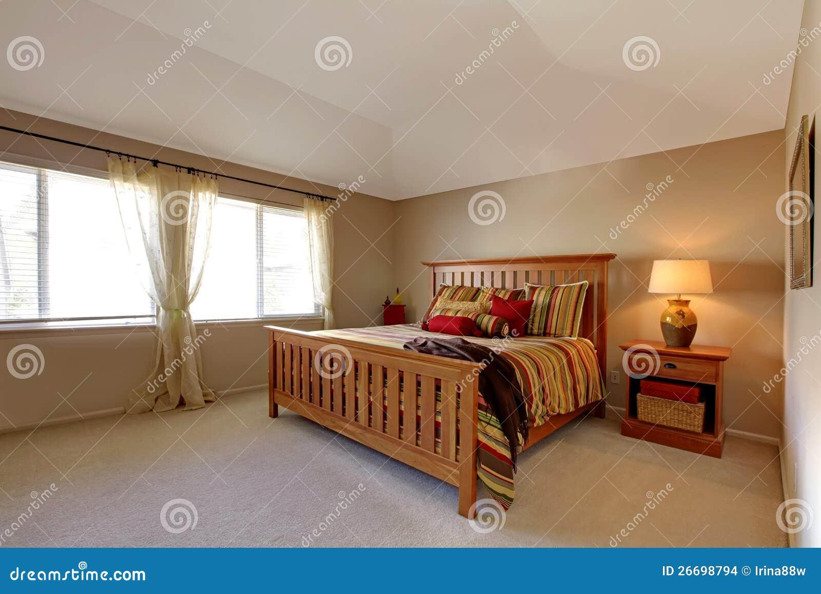 Base Letto Legno : Camera da letto di lagre con la base di legno fotografia stock