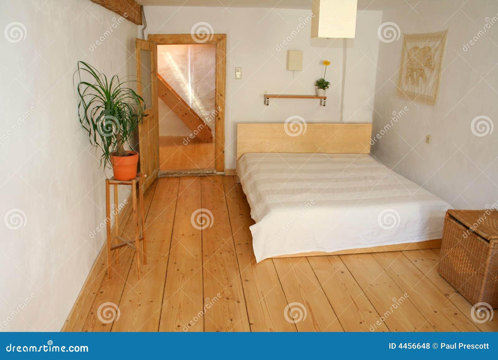 Camera da letto di legno del pavimento fotografia stock for Camera letto legno