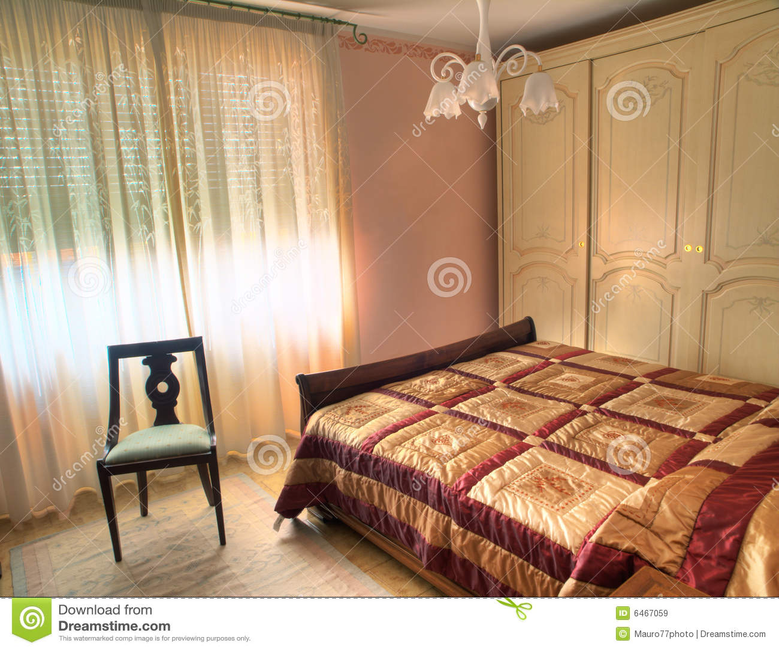 Camera da letto di lusso classica immagini stock libere da - Disegni camera da letto ...