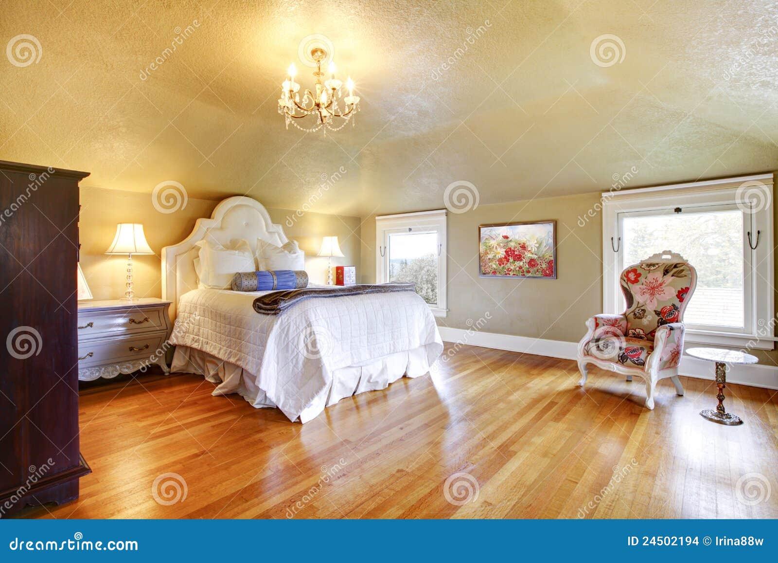 Camera da letto di lusso dell 39 oro con stratificazione bianca immagini stock immagine 24502194 - Pavimento camera da letto ...