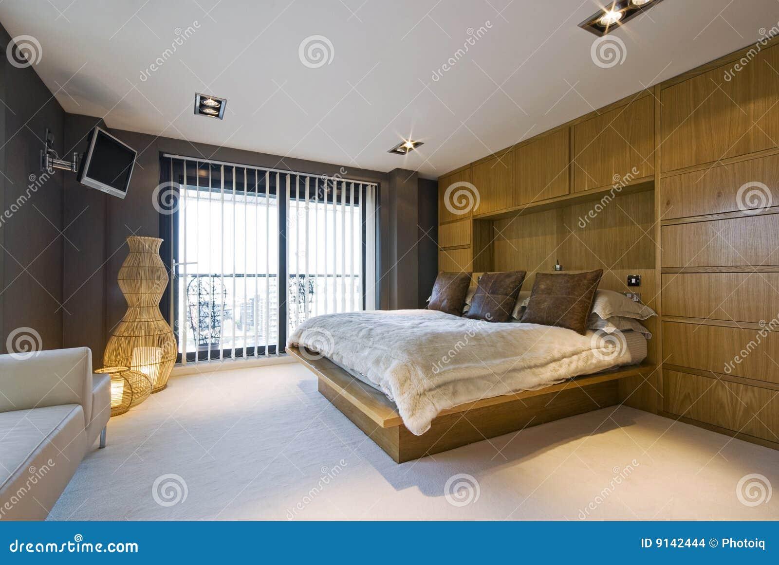 Camera da letto di lusso Stunning con una base di formato del re ...