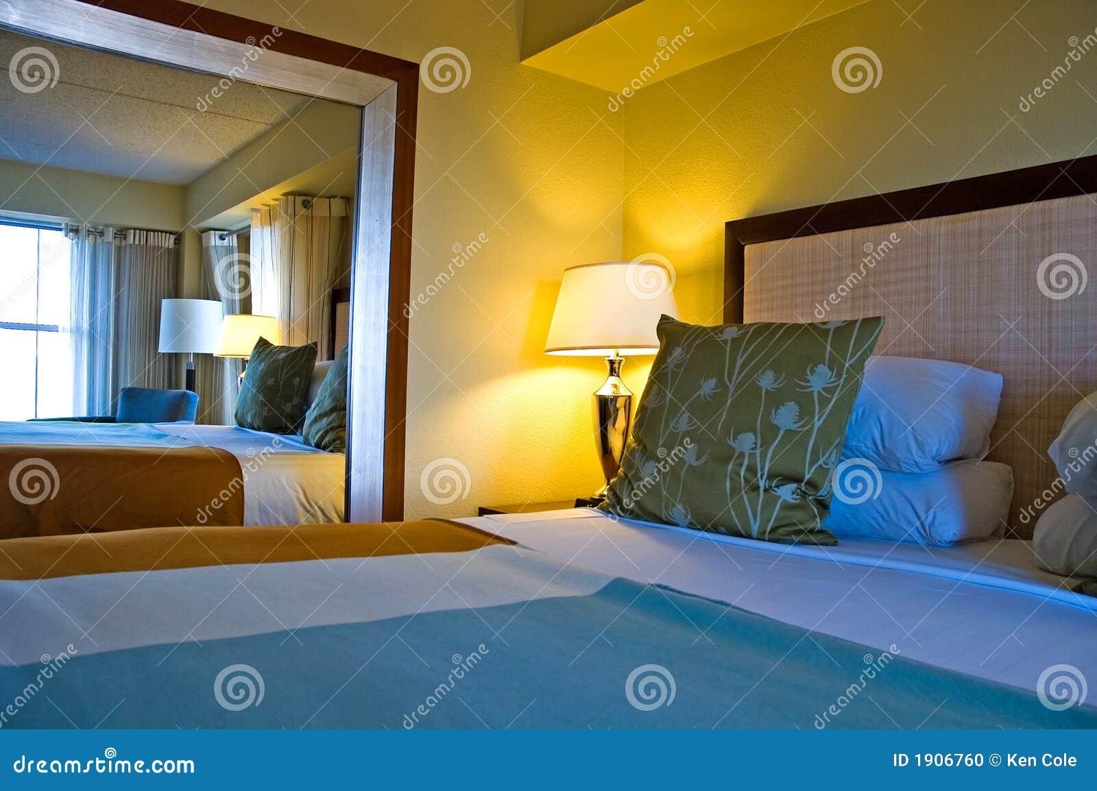 Camera da letto di ospite di lusso fotografia stock for Piani di progettazione della casa 3d 4 camere da letto