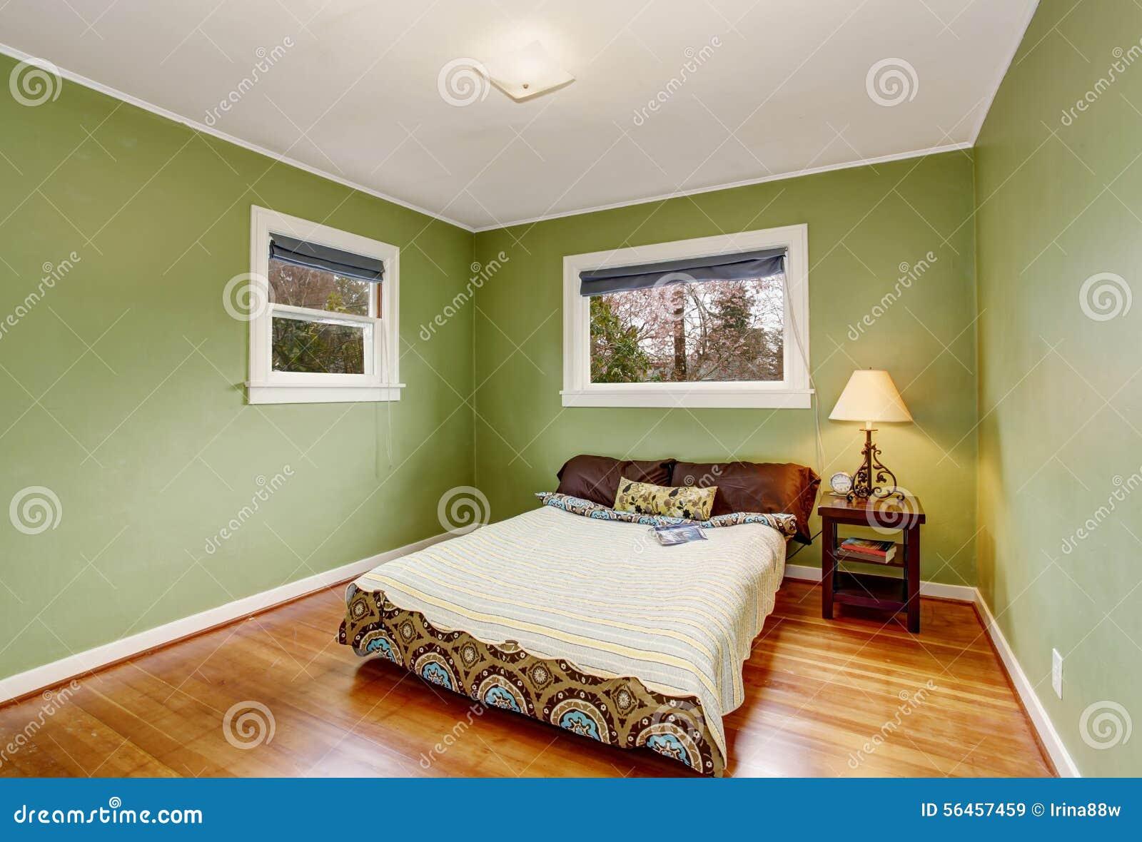 Camera da letto di tema di boho con le pareti verdi ed il - Pareti camera da letto ...