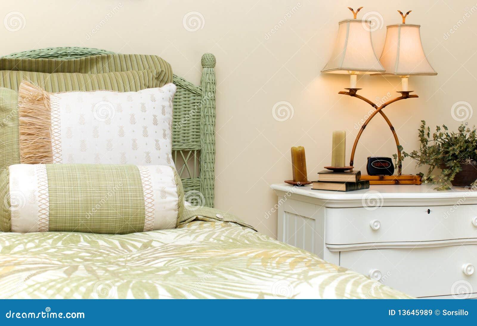 Candele Camera Da Letto : Camera da letto di vimini immagine stock immagine di candele