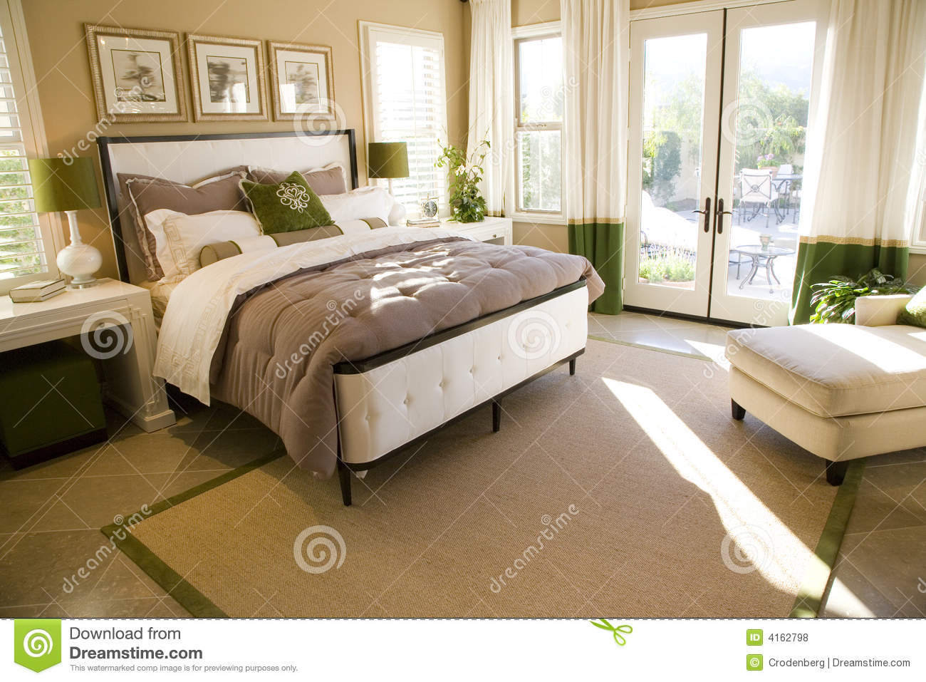 https://thumbs.dreamstime.com/z/camera-da-letto-domestica-di-lusso-4162798.jpg