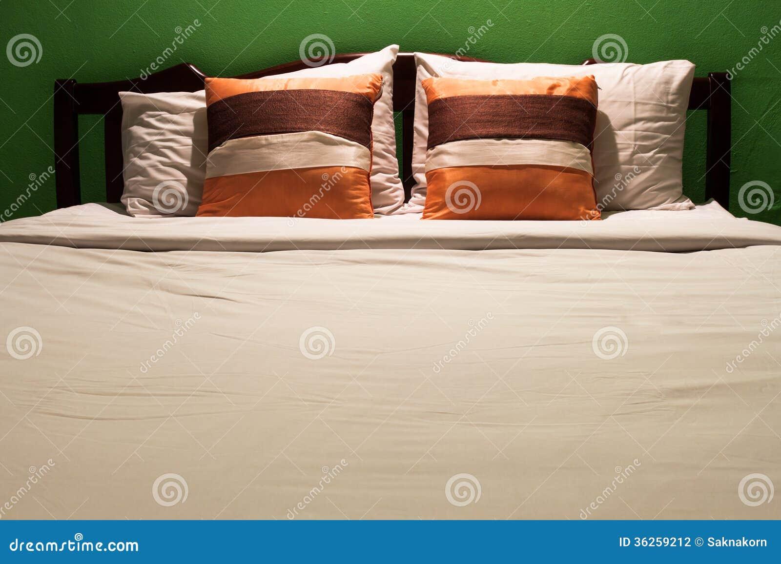 Parete Camera Da Letto Verde : Camera da letto e parete verde fotografia stock immagine