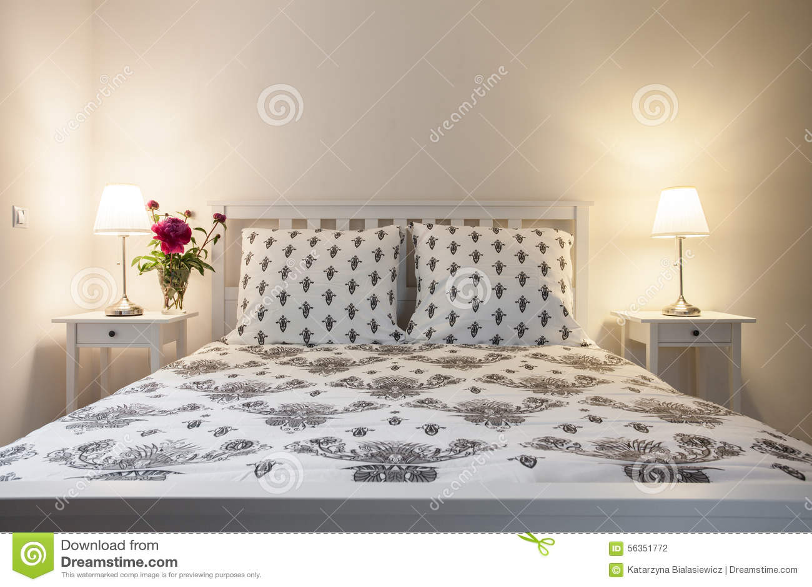 Camera da letto elegante bianca e beige fotografia stock - Camera da letto bianca ...