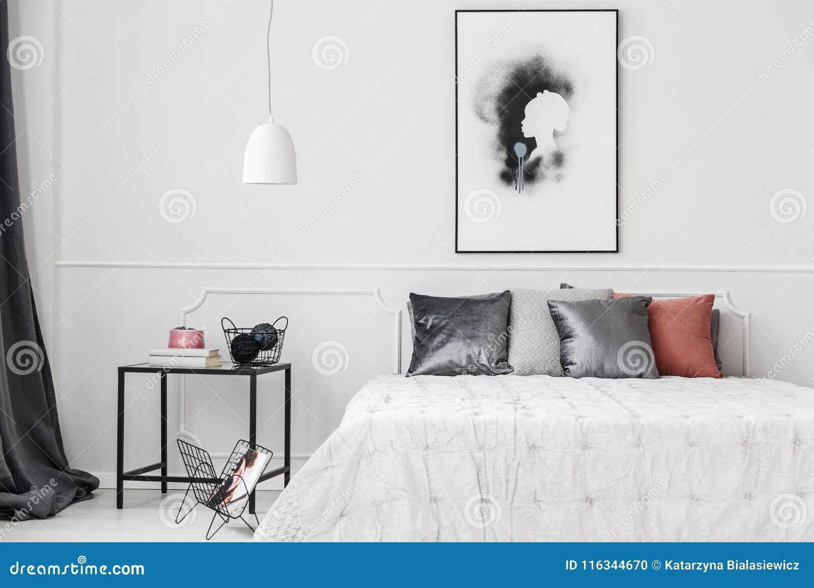 Parete Camera Da Letto Argento : Camera da letto elegante con il modanatura della parete fotografia