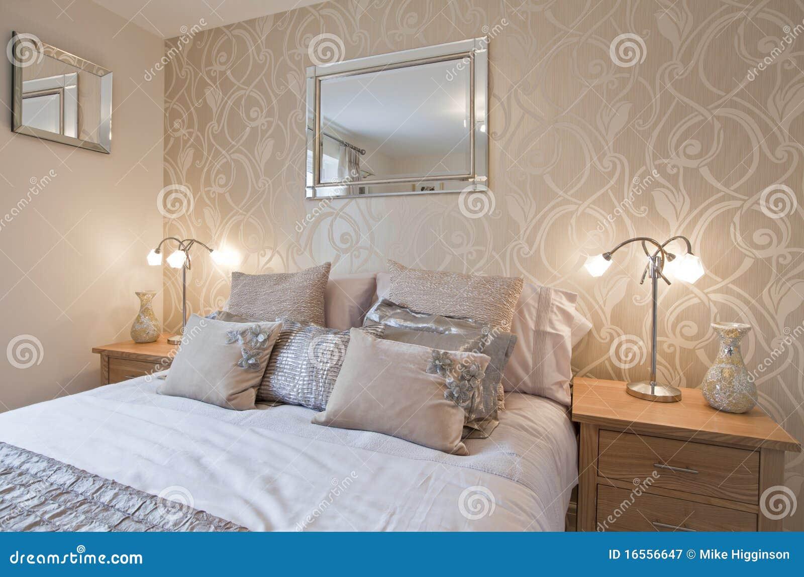 Camera da letto elegante moderna immagine stock immagine di ammortizzatore opulent 16556647 - Camera da letto bordeaux ...