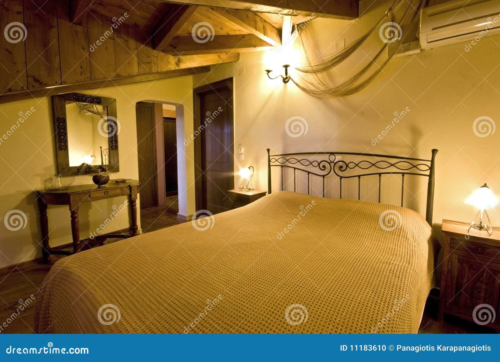 Camere Da Letto Tradizionali : Camera da letto greca tradizionale della casa fotografia stock