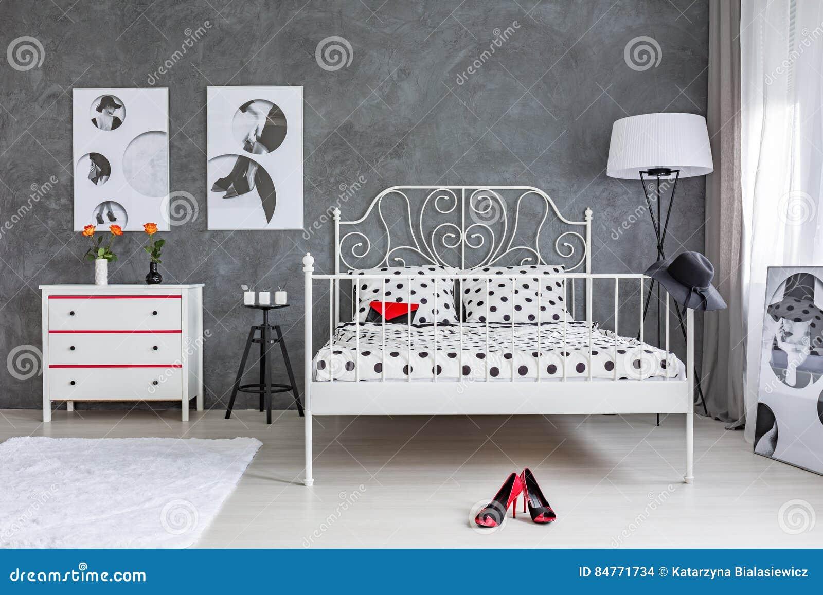 Accessori Per Camera Da Letto Bianca : Camera da letto grigia e bianca fotografia stock immagine di
