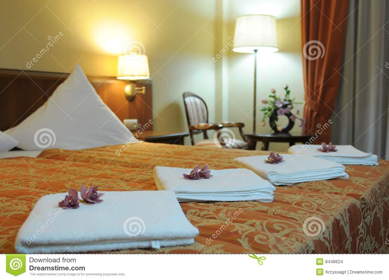 Camera Da Letto Lussuosa Dell\'hotel Fotografia Stock ...
