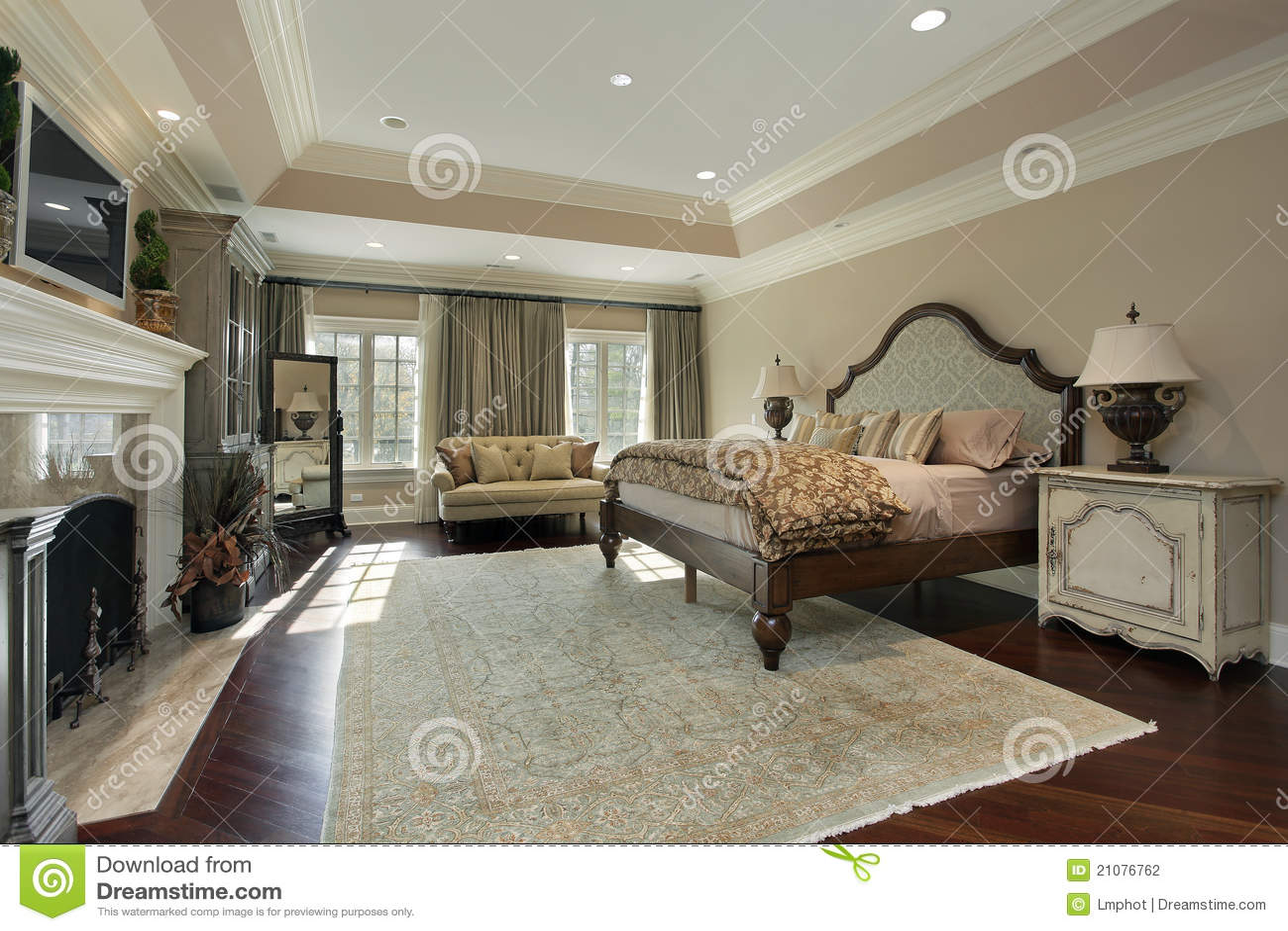 Camera da letto matrice con il camino di marmo fotografia - Camera da letto con camino ...