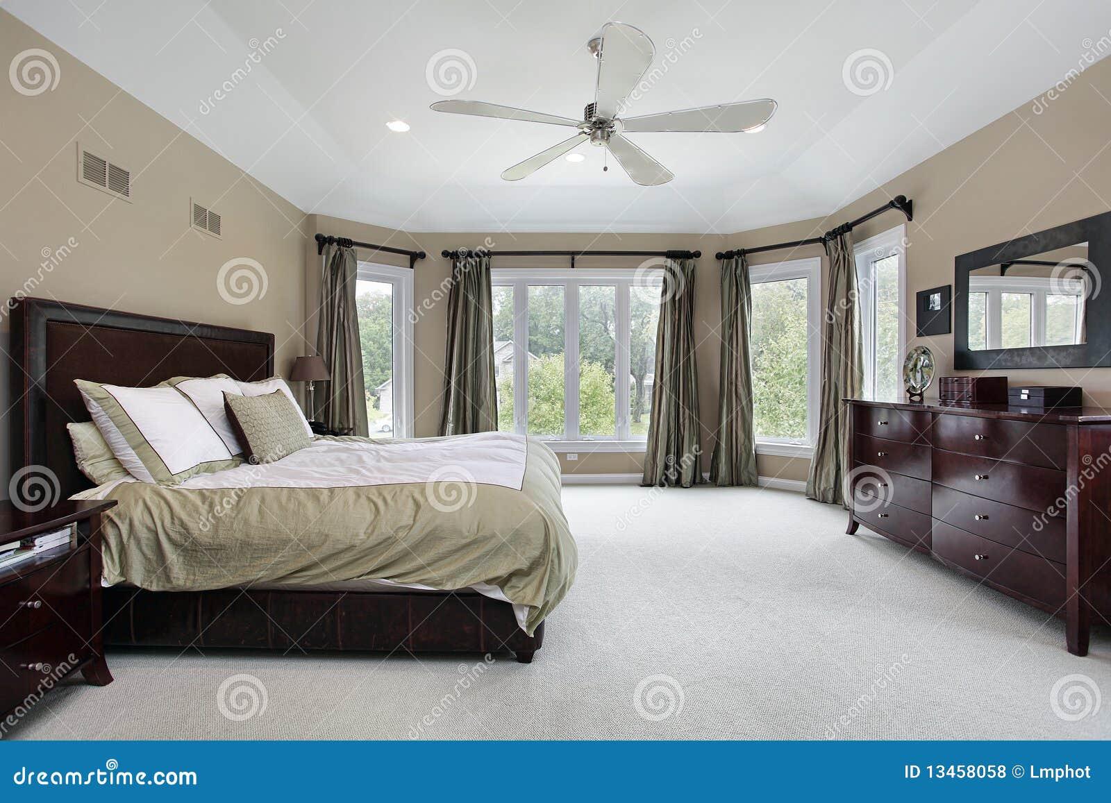 Window Covering Ideas For Bedrooms Camera Da Letto Matrice Con La Parete Delle Finestre