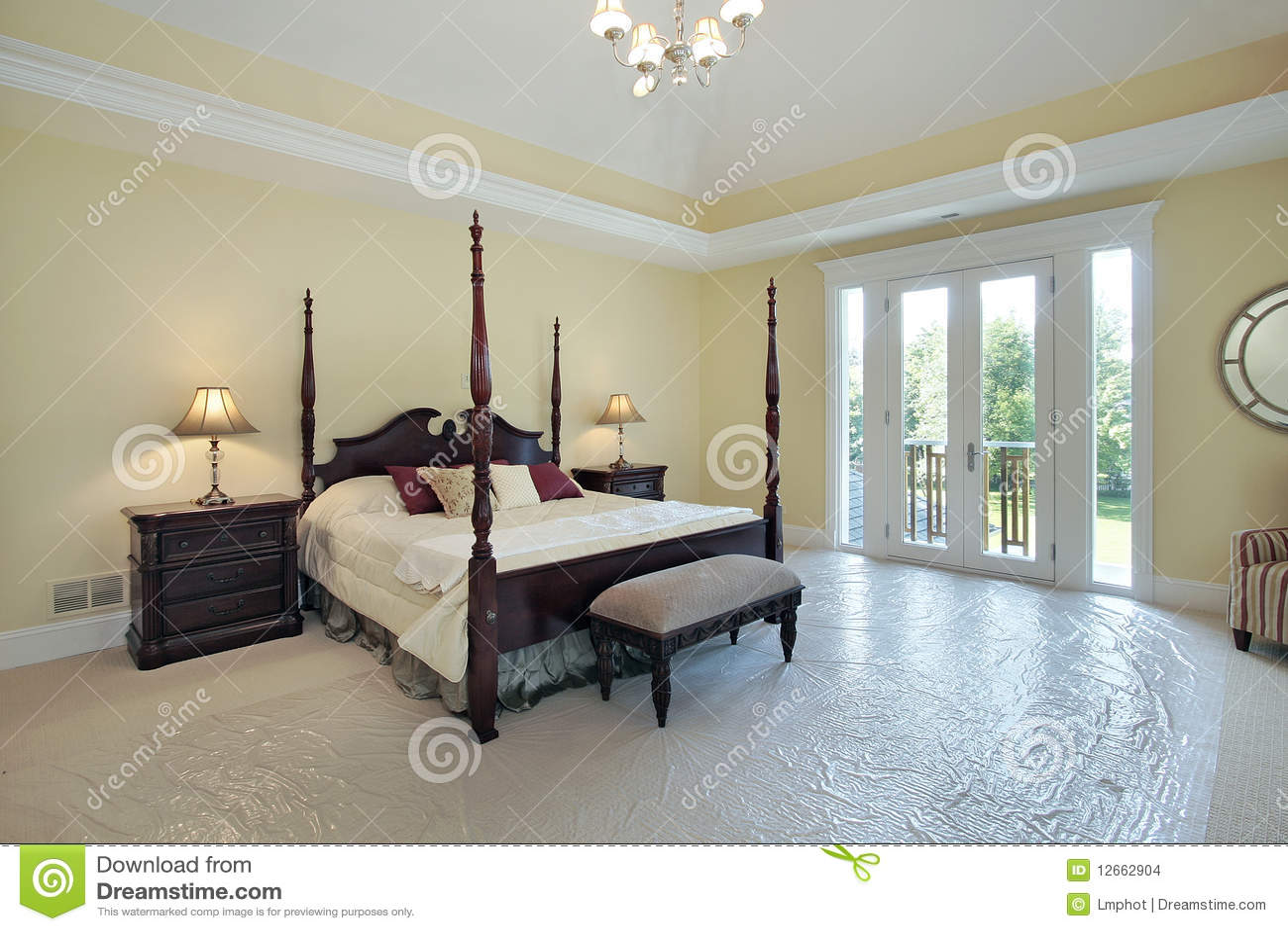 camera da letto matrice nella casa della nuova costruzione