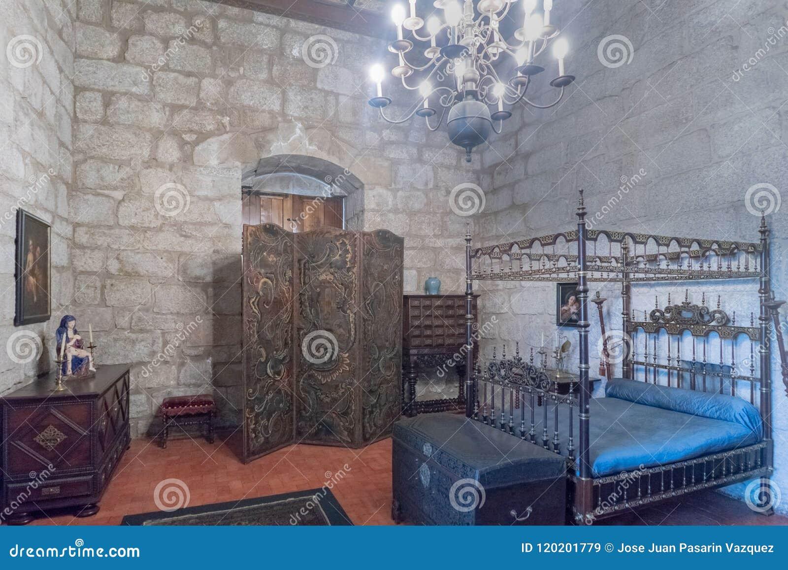 Camere Da Letto Medievali : Camera da letto medievale tipa dei duchi di braganza nel suo