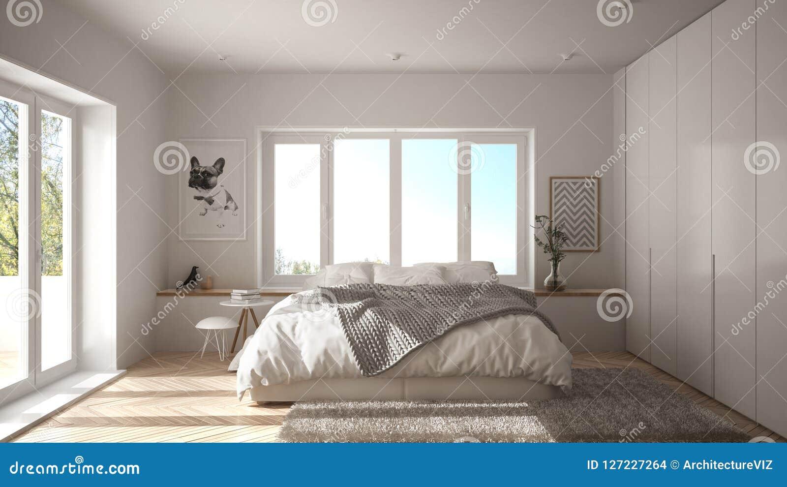 Camera da letto minimalista bianca scandinava con la finestra, il tappeto della pelliccia ed il parquet di spina di pesce panoram