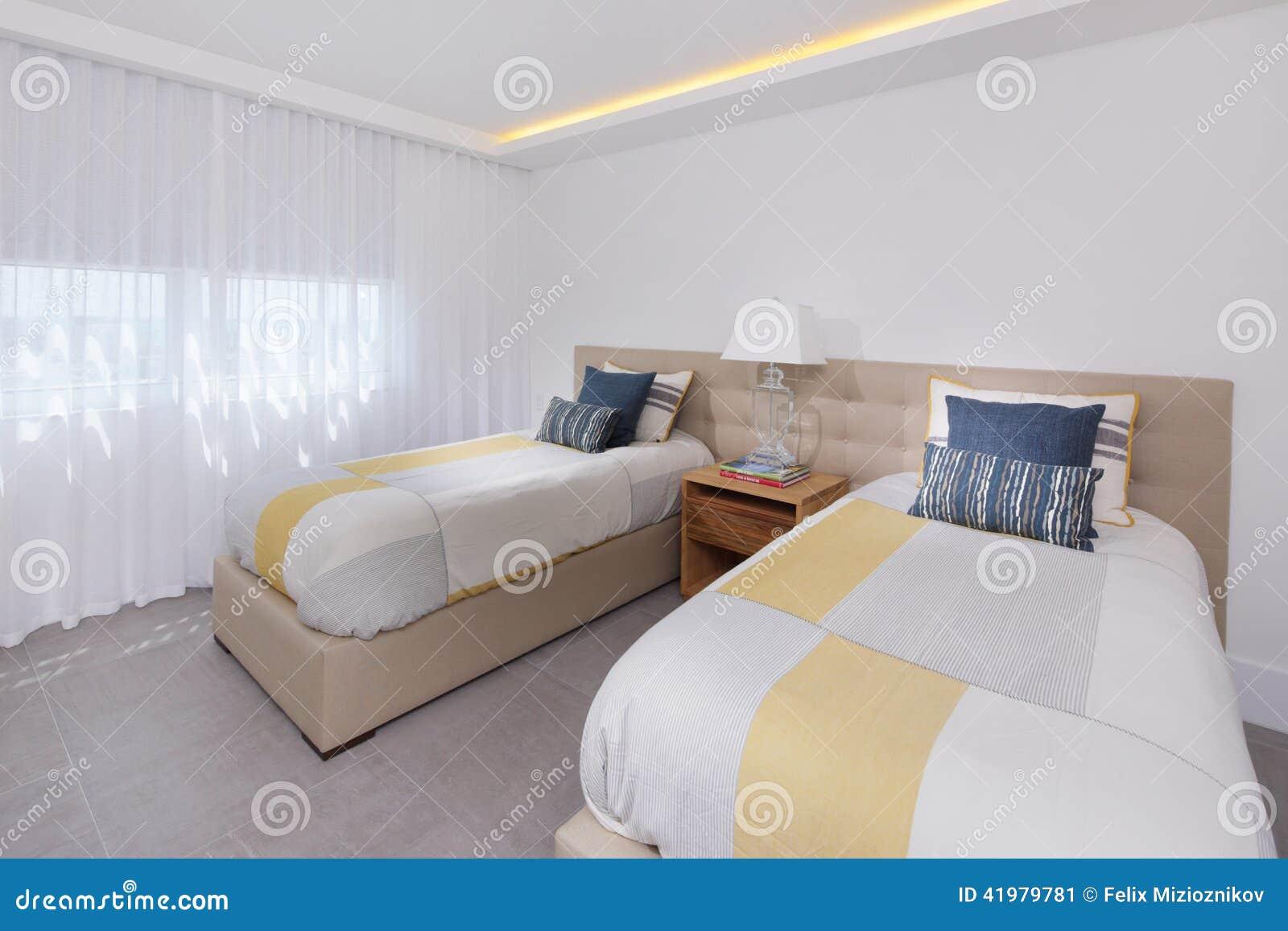 Camera Da Letto Moderna Del Condominio Di Immagine Di Riserva Immagine Stock - Immagine: 41979781