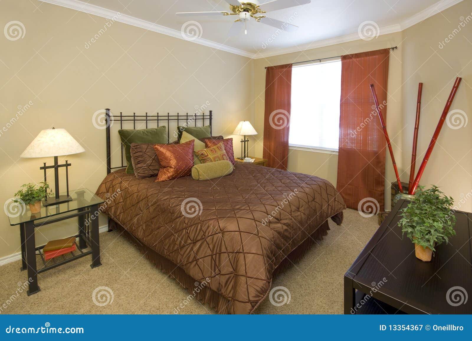 Camera da letto organizzata
