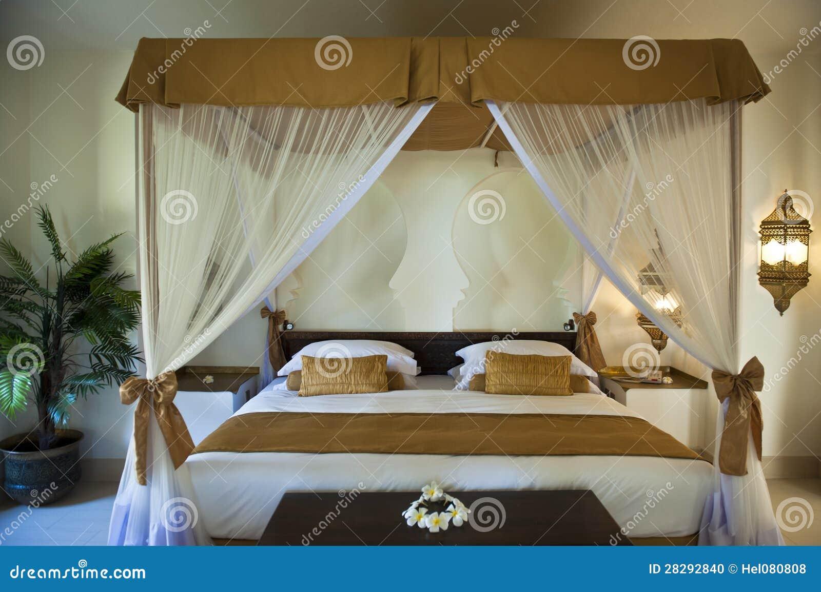 Camere Da Letto Orientale : Camera da letto orientale di lusso dell hotel fotografia stock