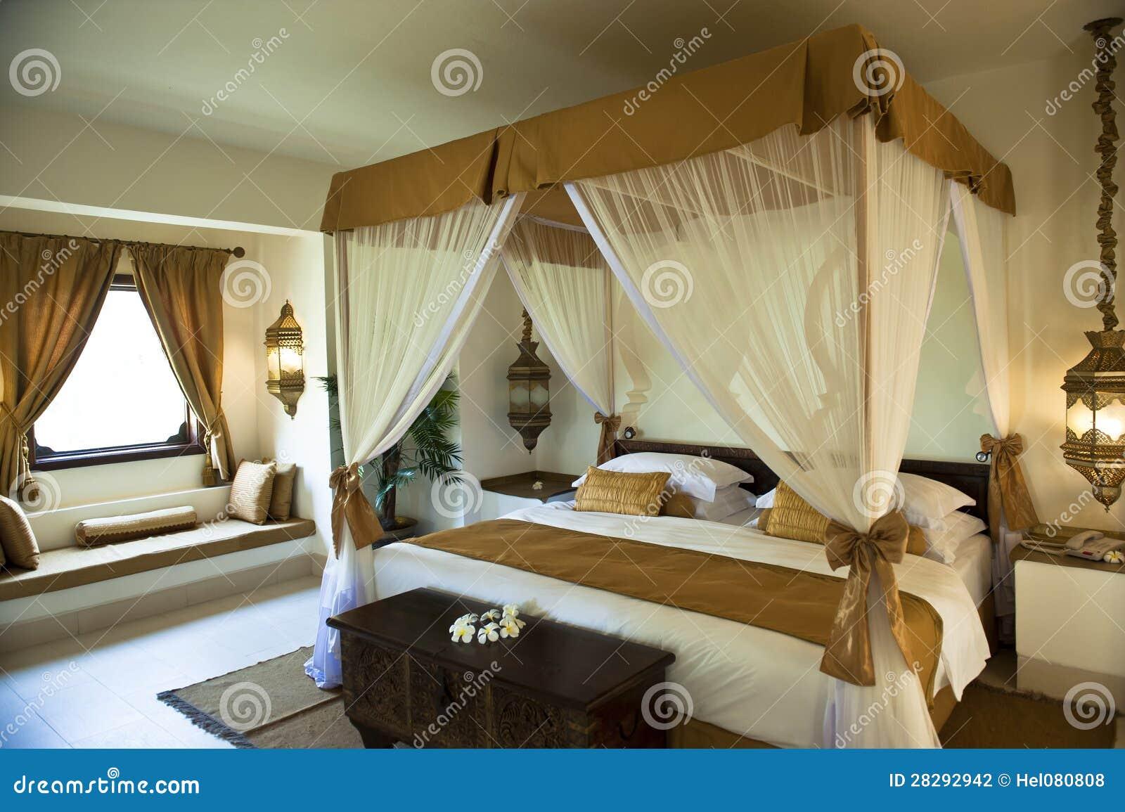 Camera Da Letto Orientale Di Lusso Dellhotel Fotografia Stock - Immagine...