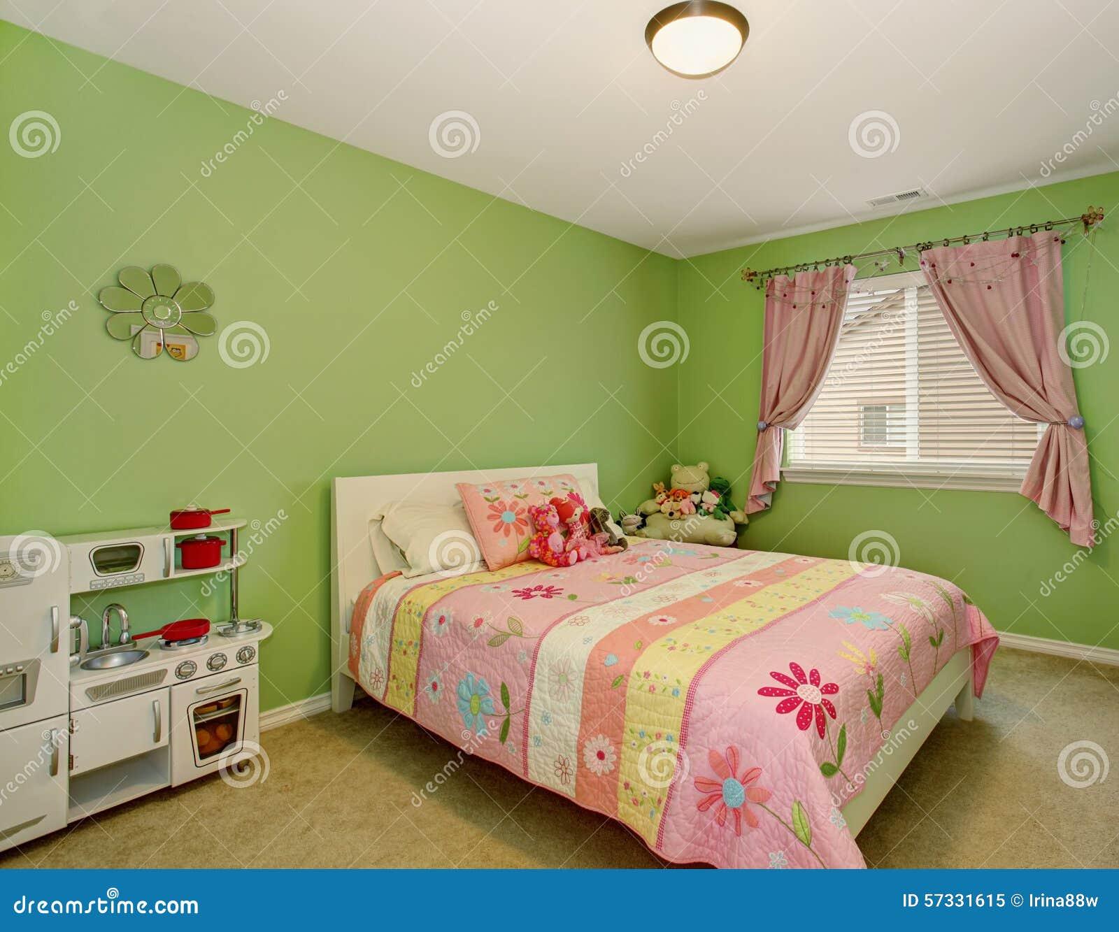 camera da letto perfetta delle ragazze con le pareti verdi ... - Pareti Verdi Camera Da Letto