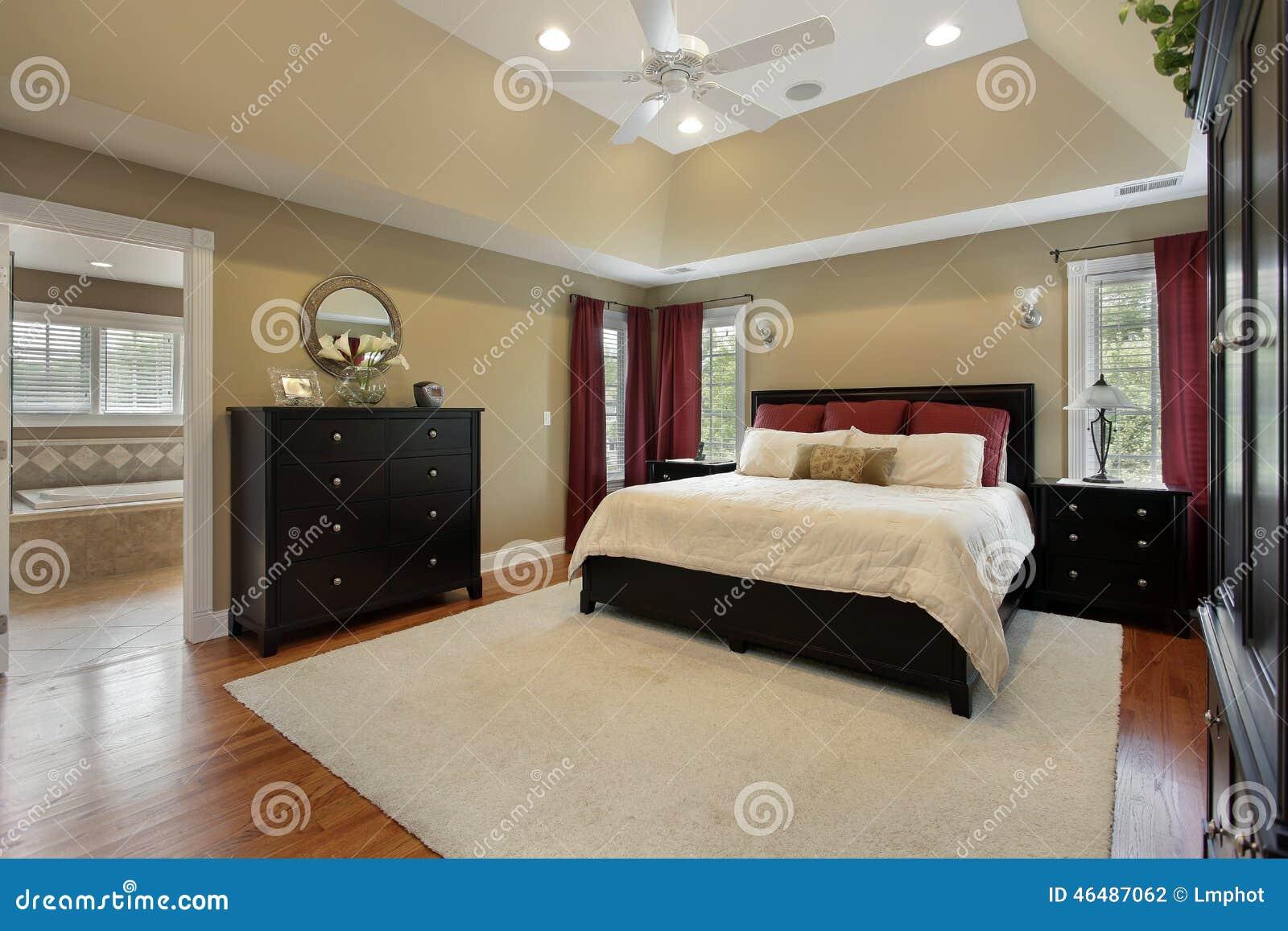 Camera da letto principale con la vista del bagno - Camera da letto con bagno ...