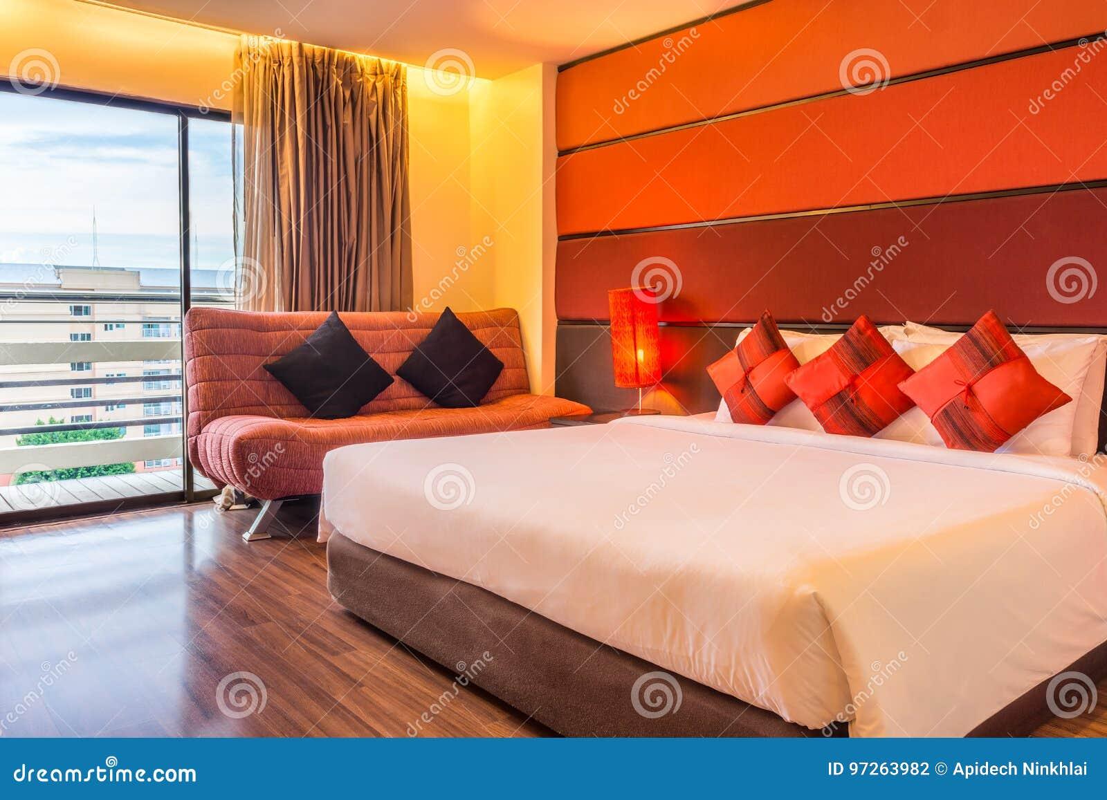 Camere Da Letto Matrimoniali Romantiche : Camera da letto principale romantica con i letti matrimoniali ed