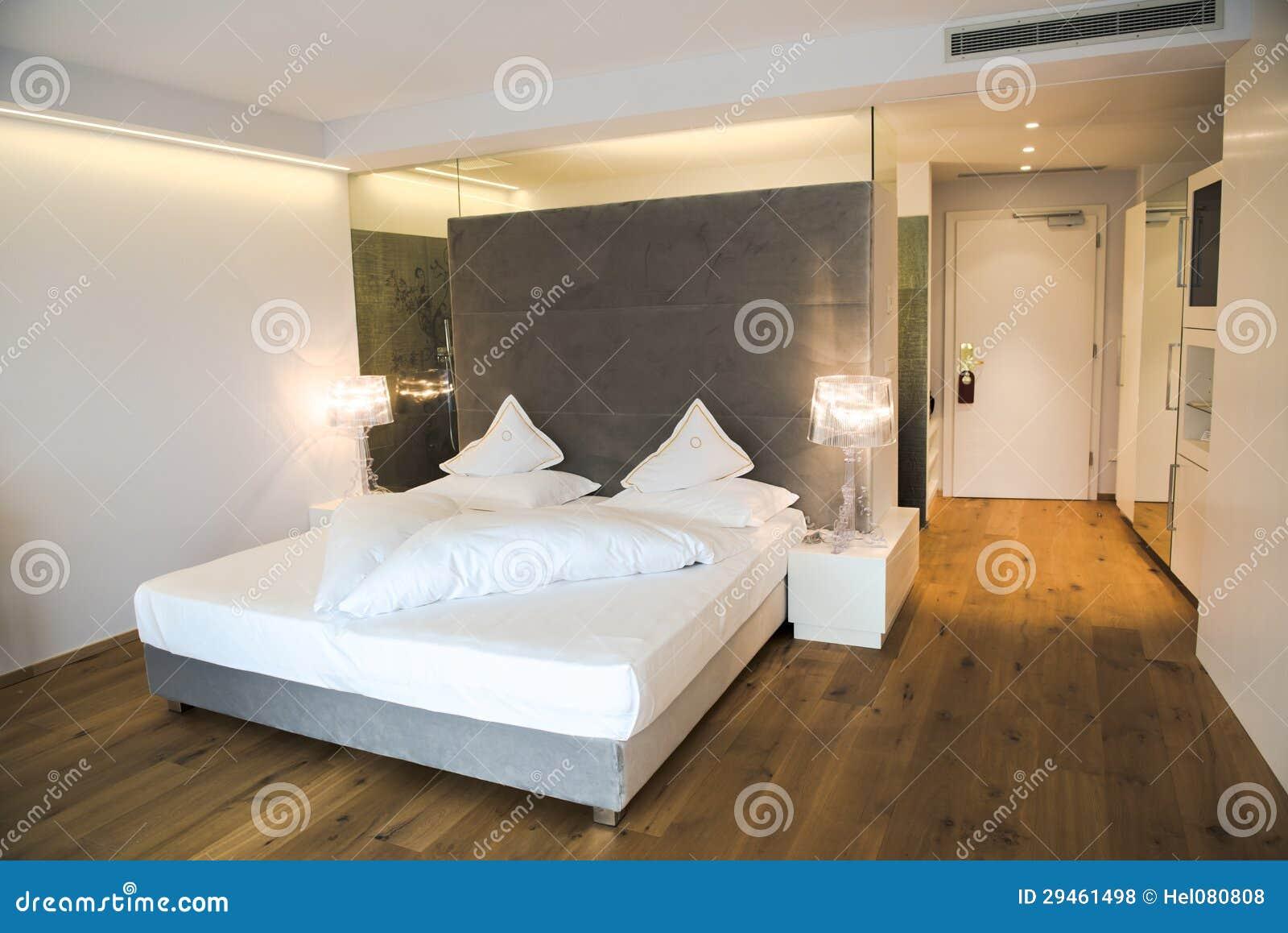 camera da letto progettata moderna in un hotel in tirolo