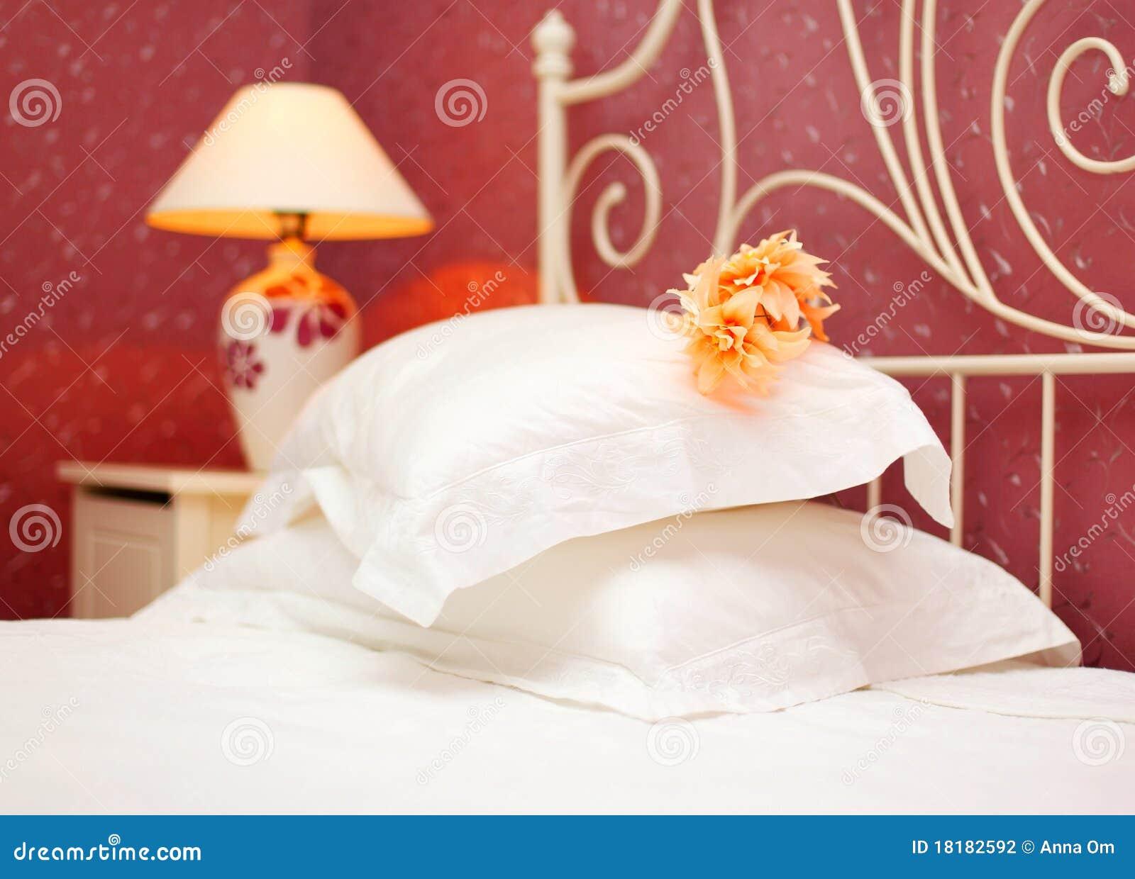 Camera da letto romantica fotografia stock immagine di casa 18182592 - Stanza da letto romantica ...