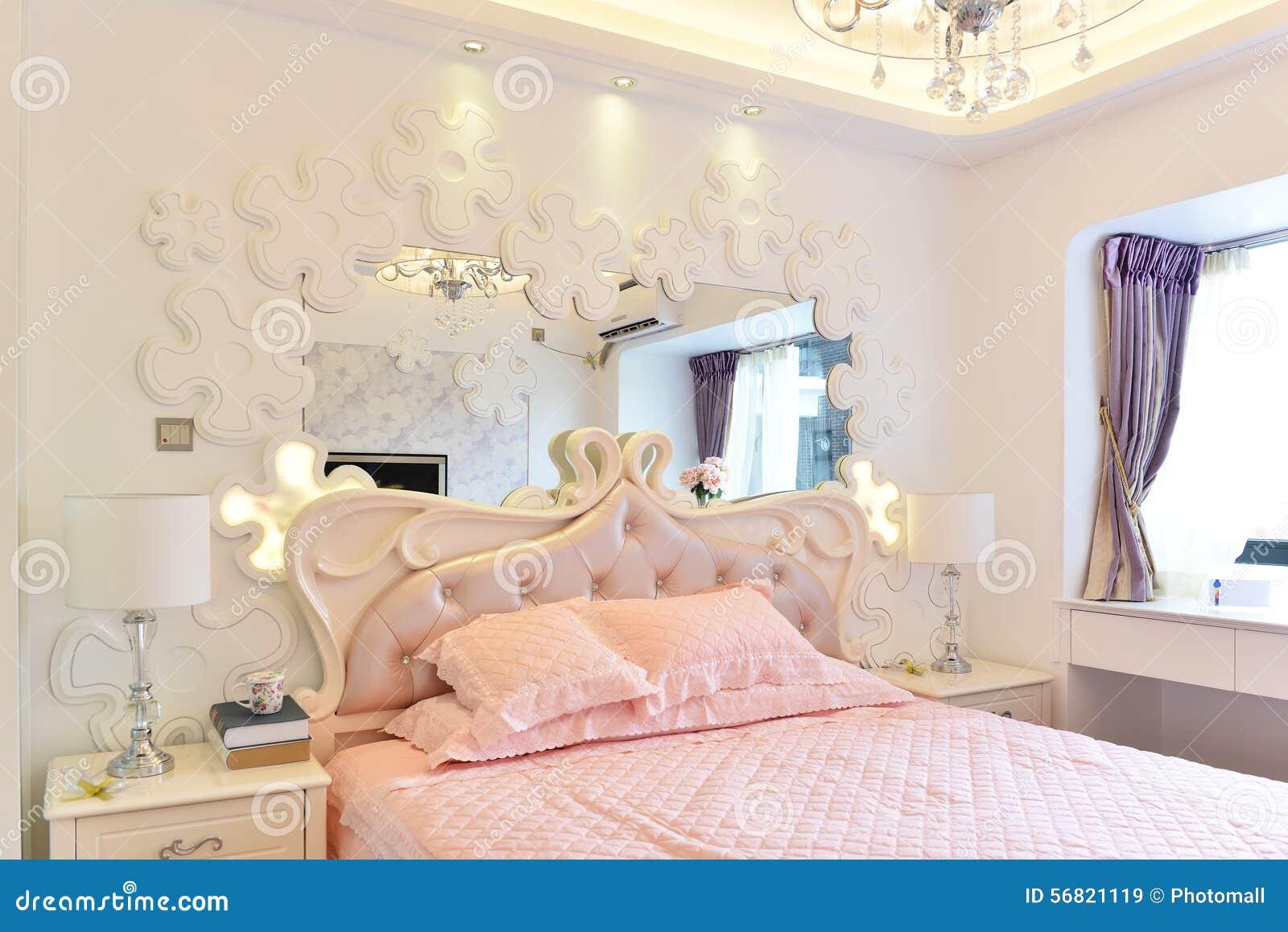 Parete Camera Da Letto Rosa : Camera da letto rosa immagine stock immagine di mobilia