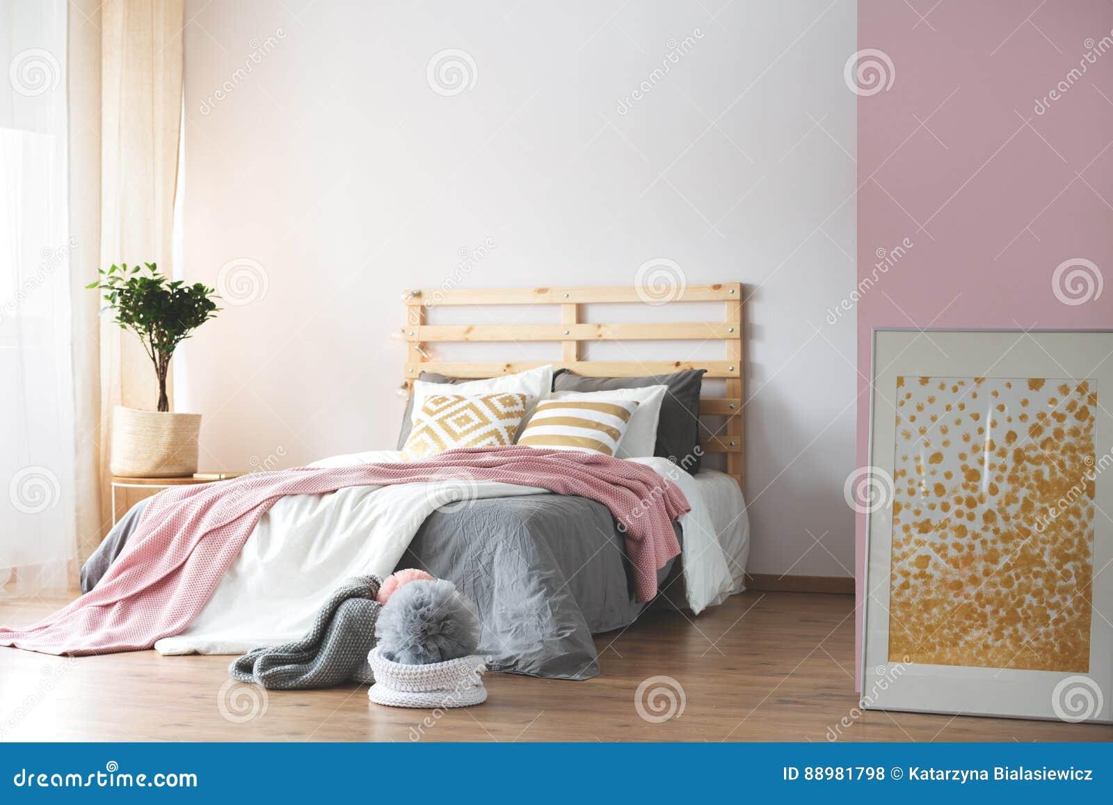 Accessori Per Camera Da Letto Bianca : Camera da letto rosa e bianca fotografia stock immagine di