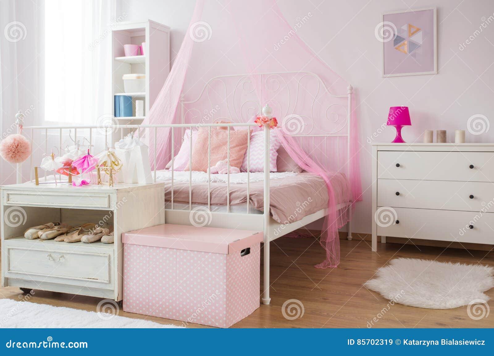 Camera da letto rosa e bianca di principessa immagine - Camera da letto bianca ...
