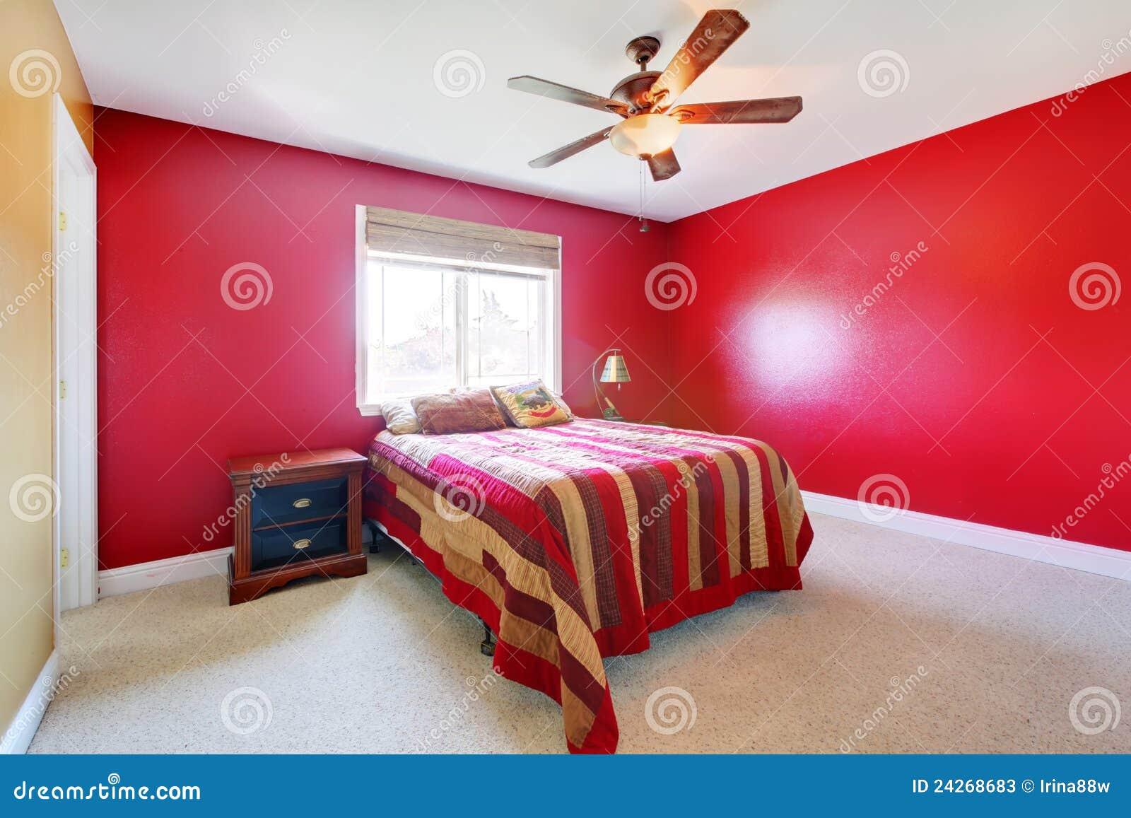 Immagini di riserva di camera da letto rossa la sovranit di download 502 libera le foto - Camera da letto rossa e bianca ...